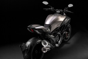 2015 Ducati Diavel Titanium Wide Wallpaper