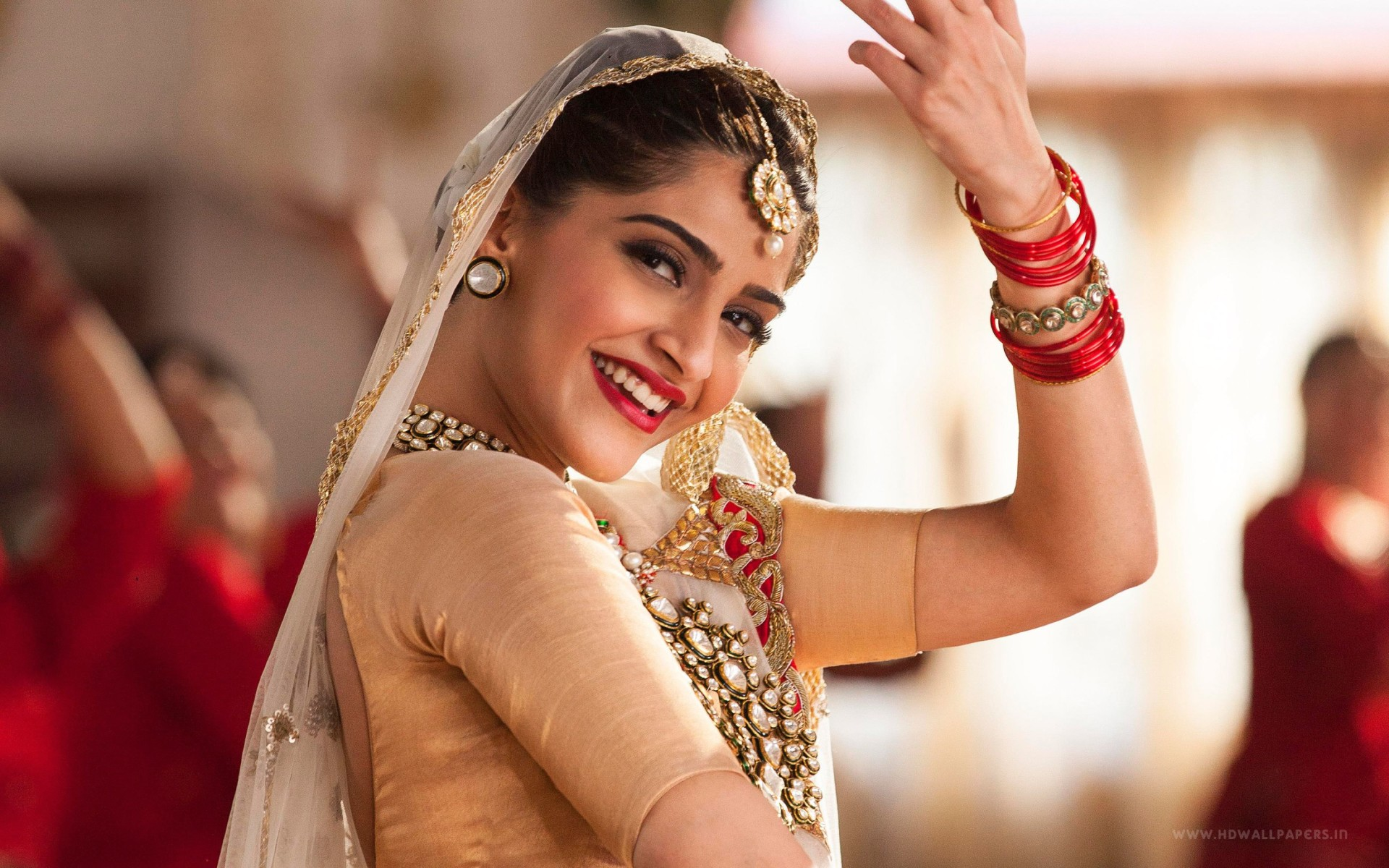 2016 Sonam Kapoor Wide Wallpaper