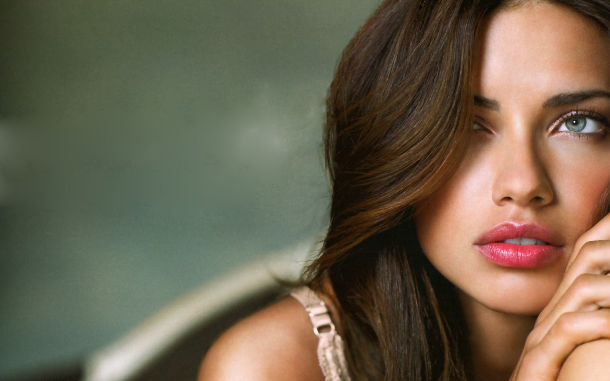 Download free HD Adriana Lima Wide Screen Wide Wallpaper, image