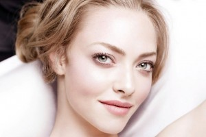 Amanda Seyfried 2 Wide Wallpaper
