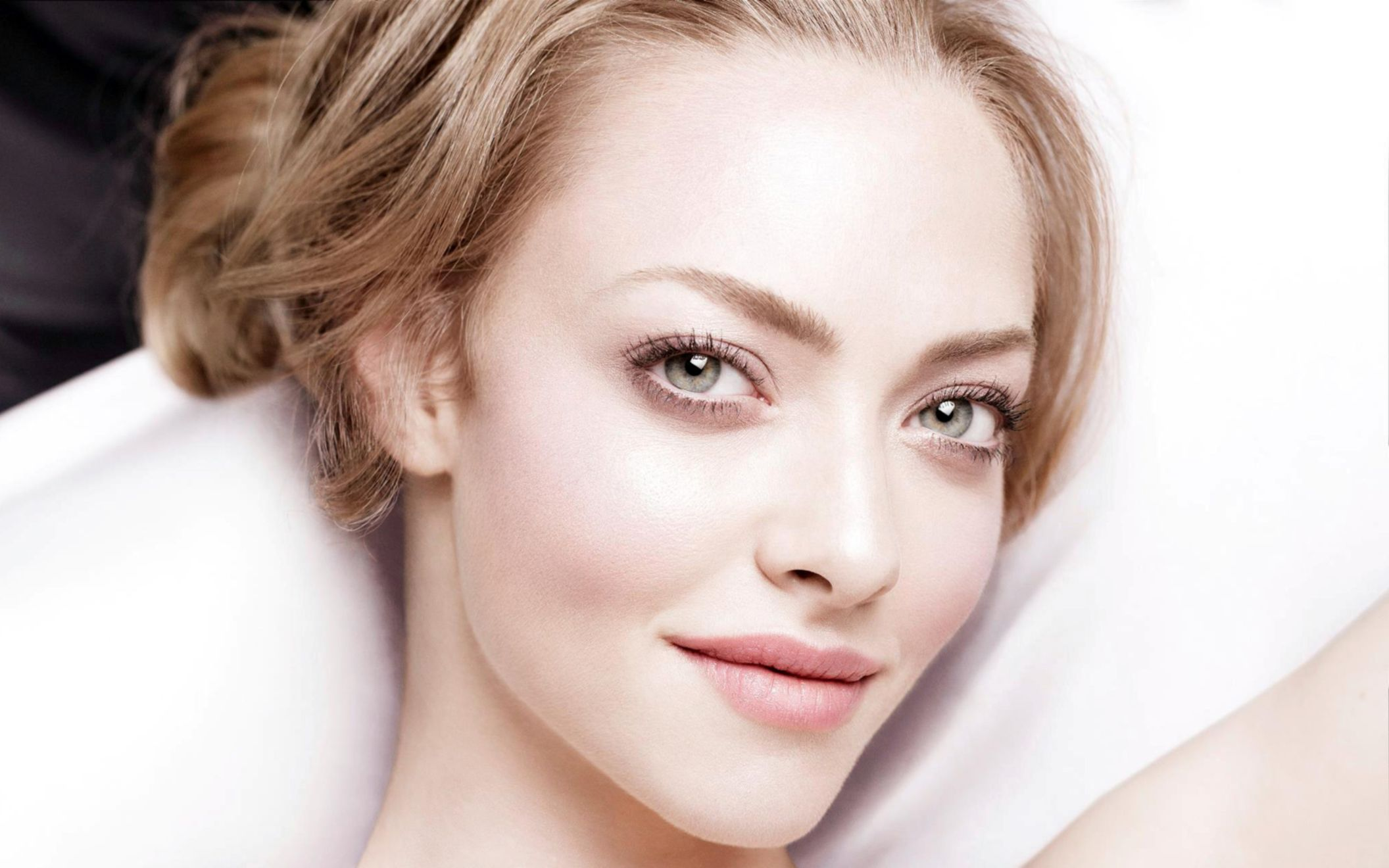 Download free HD Amanda Seyfried 2 Wide Wallpaper, image