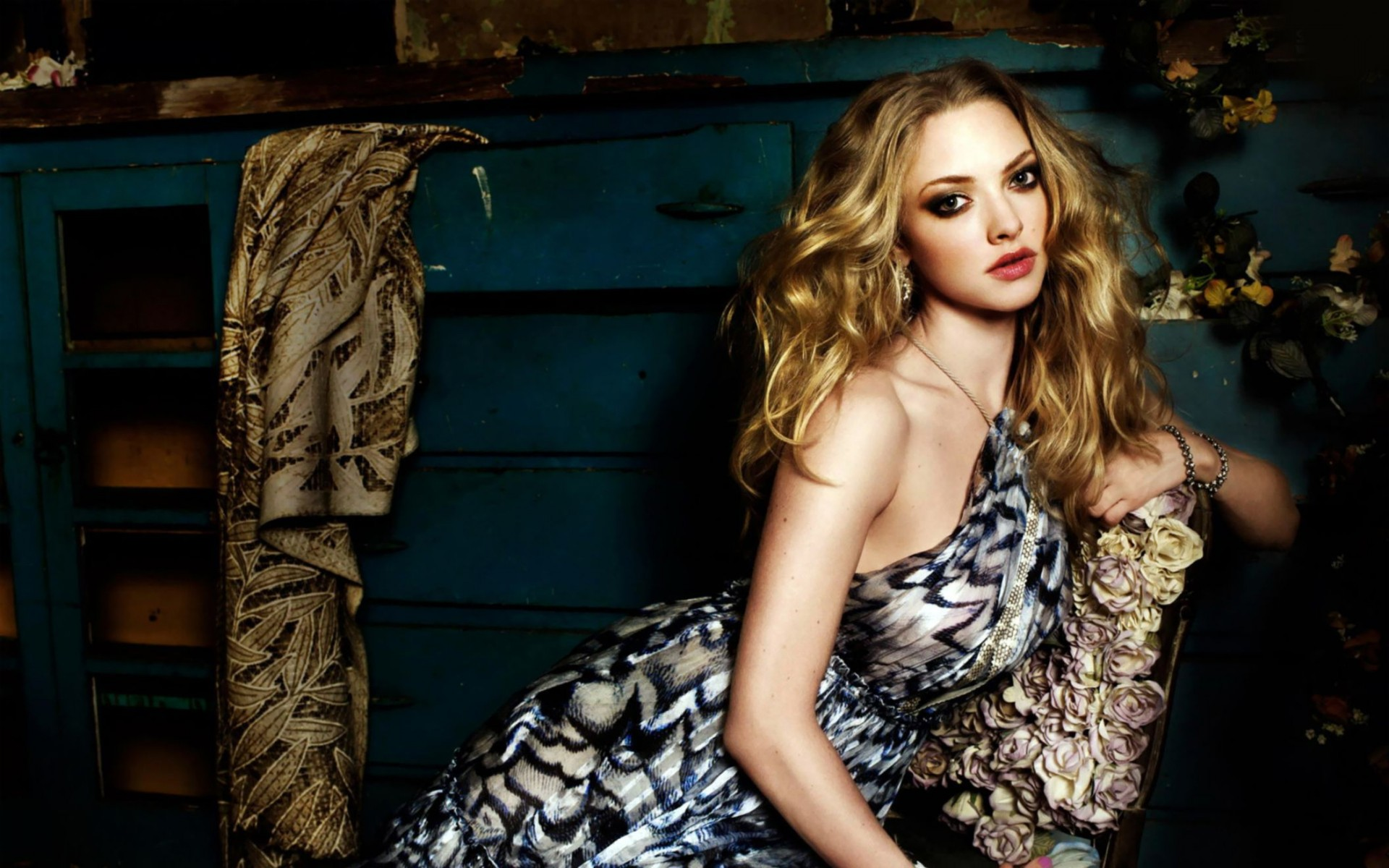 Amanda Seyfried New Wide Wallpaper