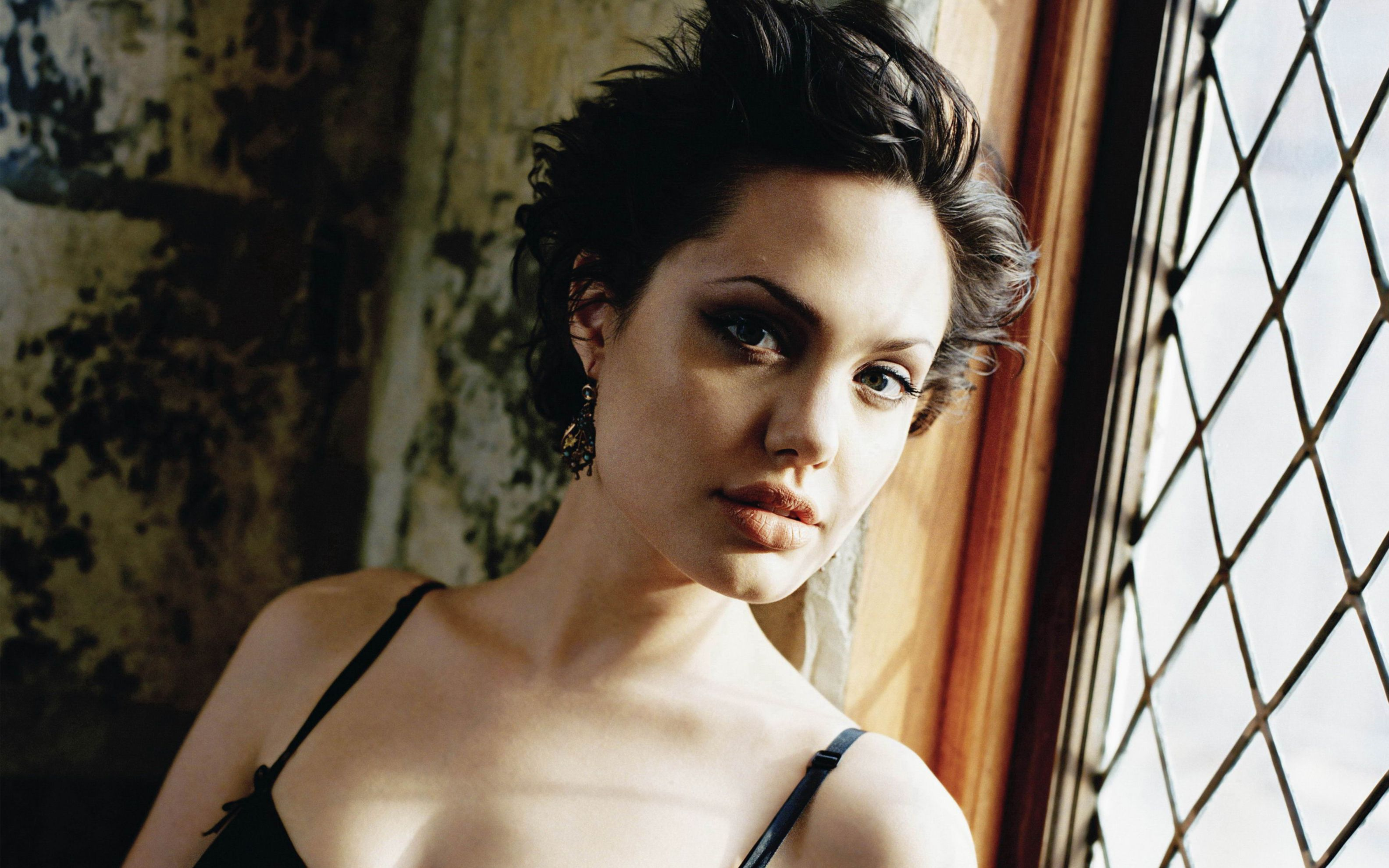Download free HD Angelina Jolie 4 Wide Wallpaper, image
