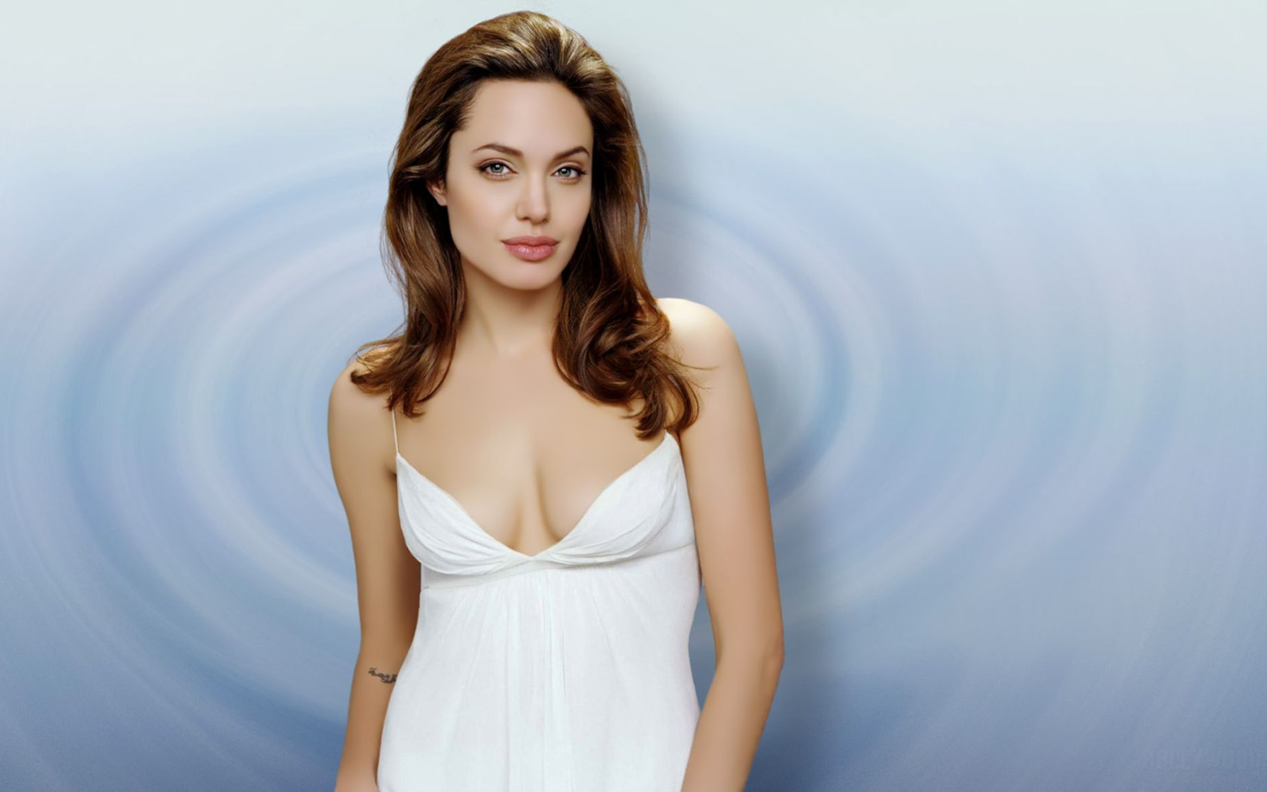Download free HD Angelina Jolie American Actress Wide Wallpaper, image
