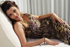 Download Beautiful Aishwarya Rai Normal Wallpaper Free Wallpaper on dailyhdwallpaper.com