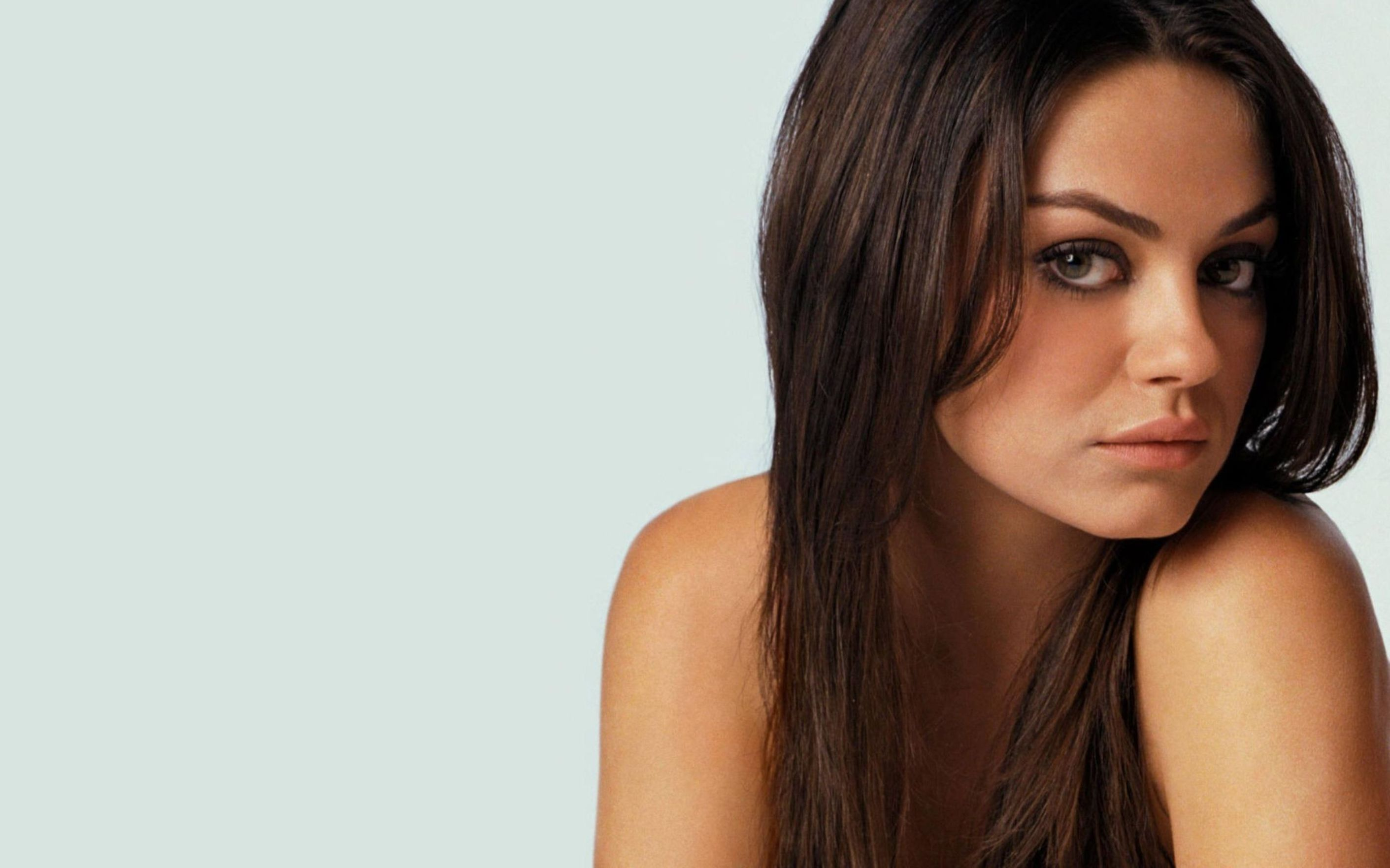 beautiful mila kunis hollywood celebrity wallpaper