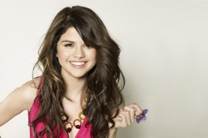 Download Beautiful Smile Selena Gomez HD Wallpaper Free Wallpaper on dailyhdwallpaper.com