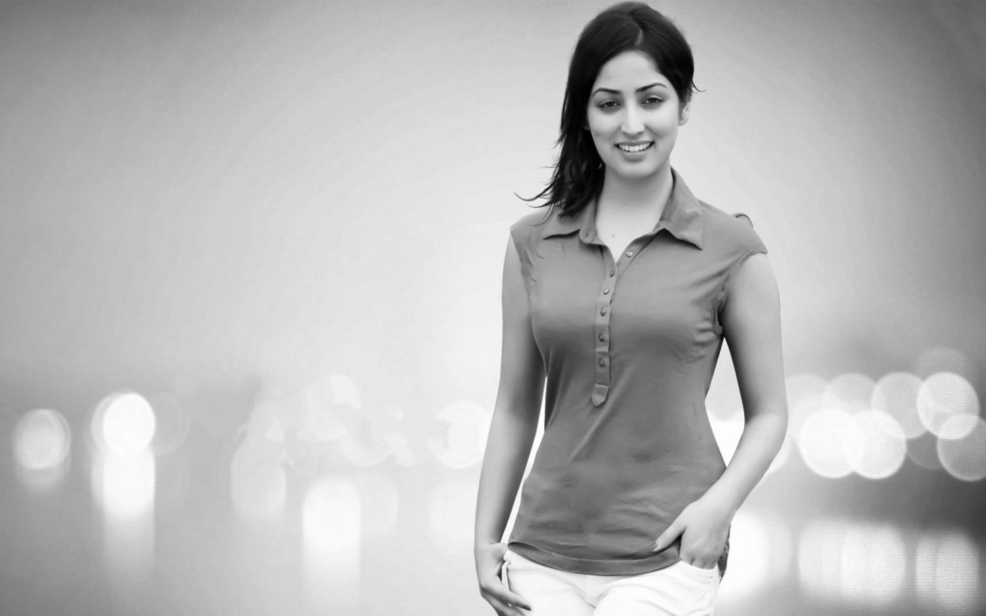 Black And White Yami Gautam Wallpaper