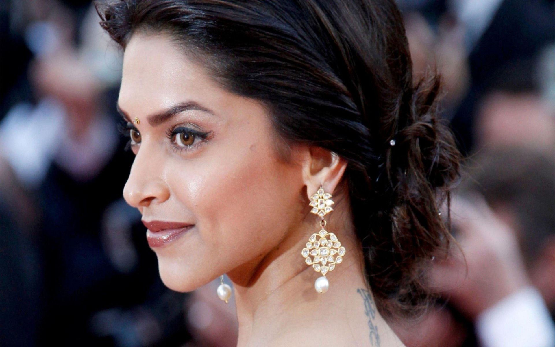 Bollywood Actress Deepika Padukone Wallpaper