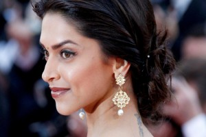 Download Bollywood Actress Deepika Padukone Wallpaper Free Wallpaper on dailyhdwallpaper.com