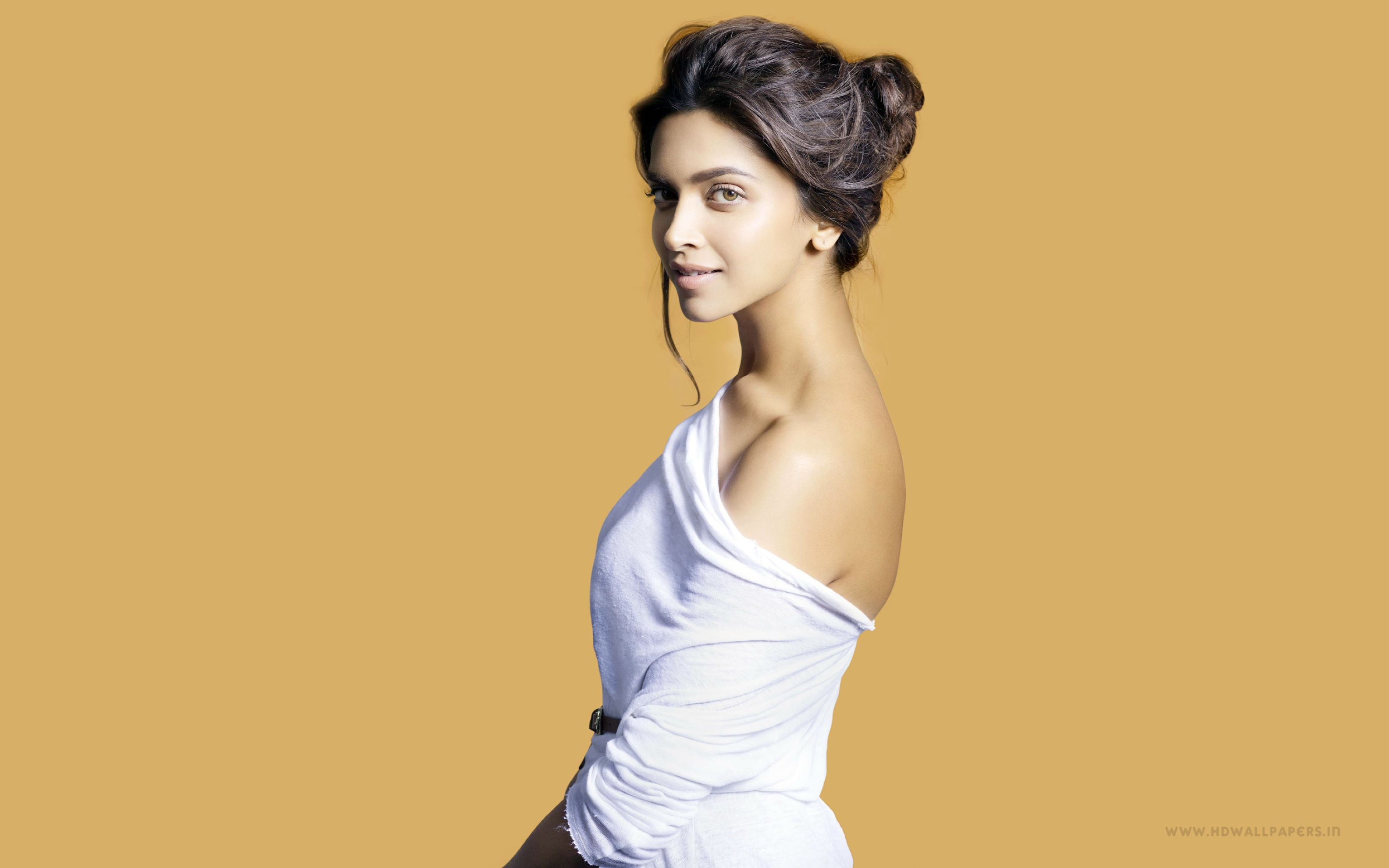 Download free HD Bollywood India Deepika Padukone Wide Wallpaper, image