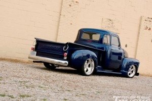 Download Chevy Beautiful Pickup Trucks Free Wallpaper on dailyhdwallpaper.com