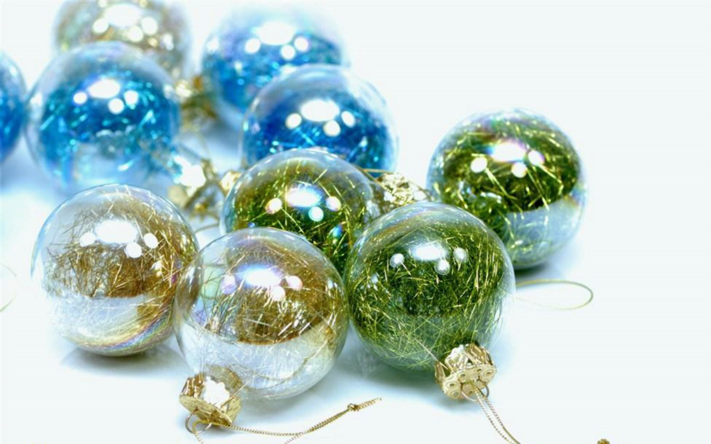 Download free HD Christmas Balls Blue And Green Wallpaper, image