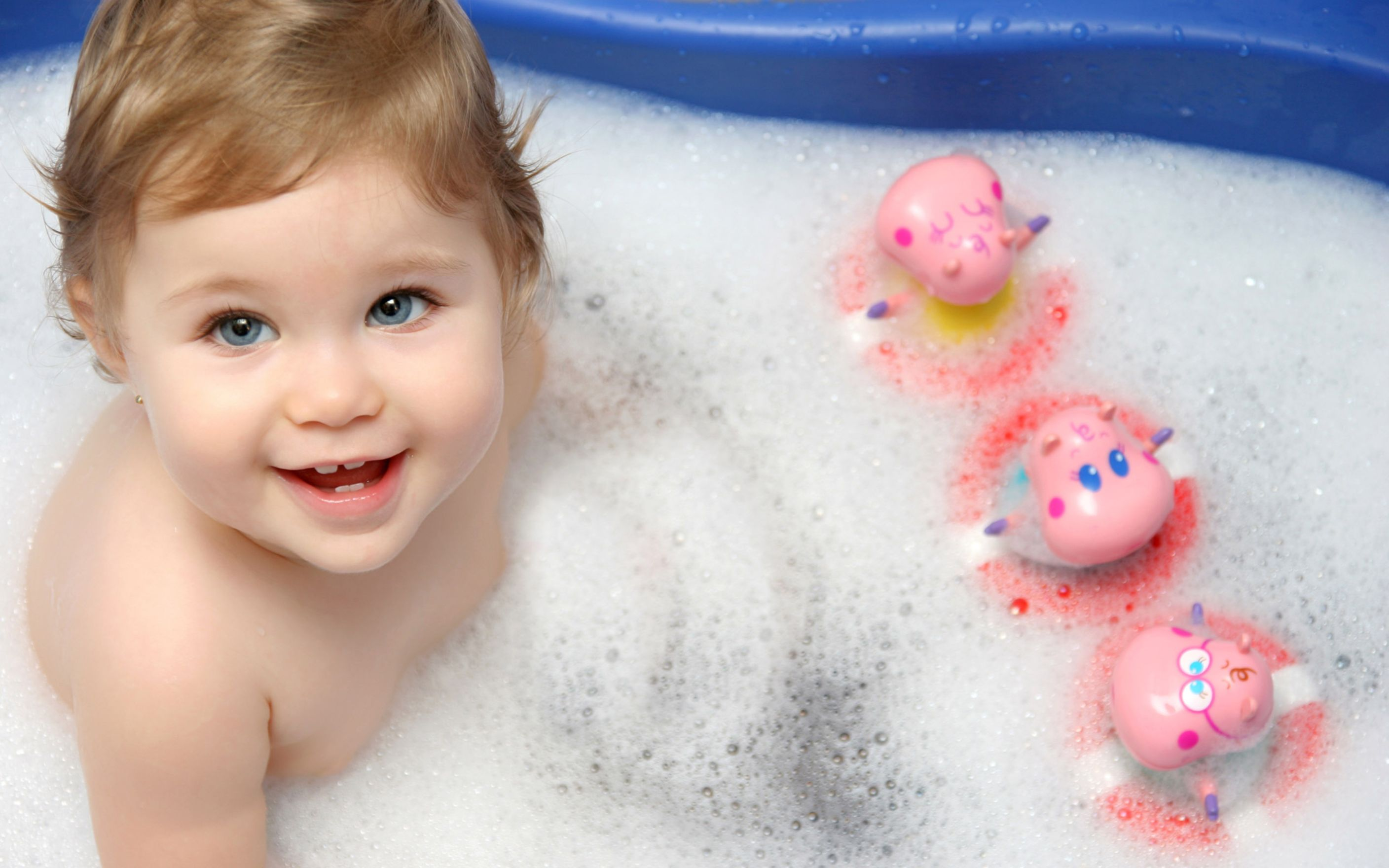 Download free HD Cute Baby Bath Wide Wallpaper, image