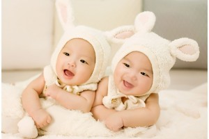 Download Cute Twin Babies Wide Wallpaper Free Wallpaper on dailyhdwallpaper.com