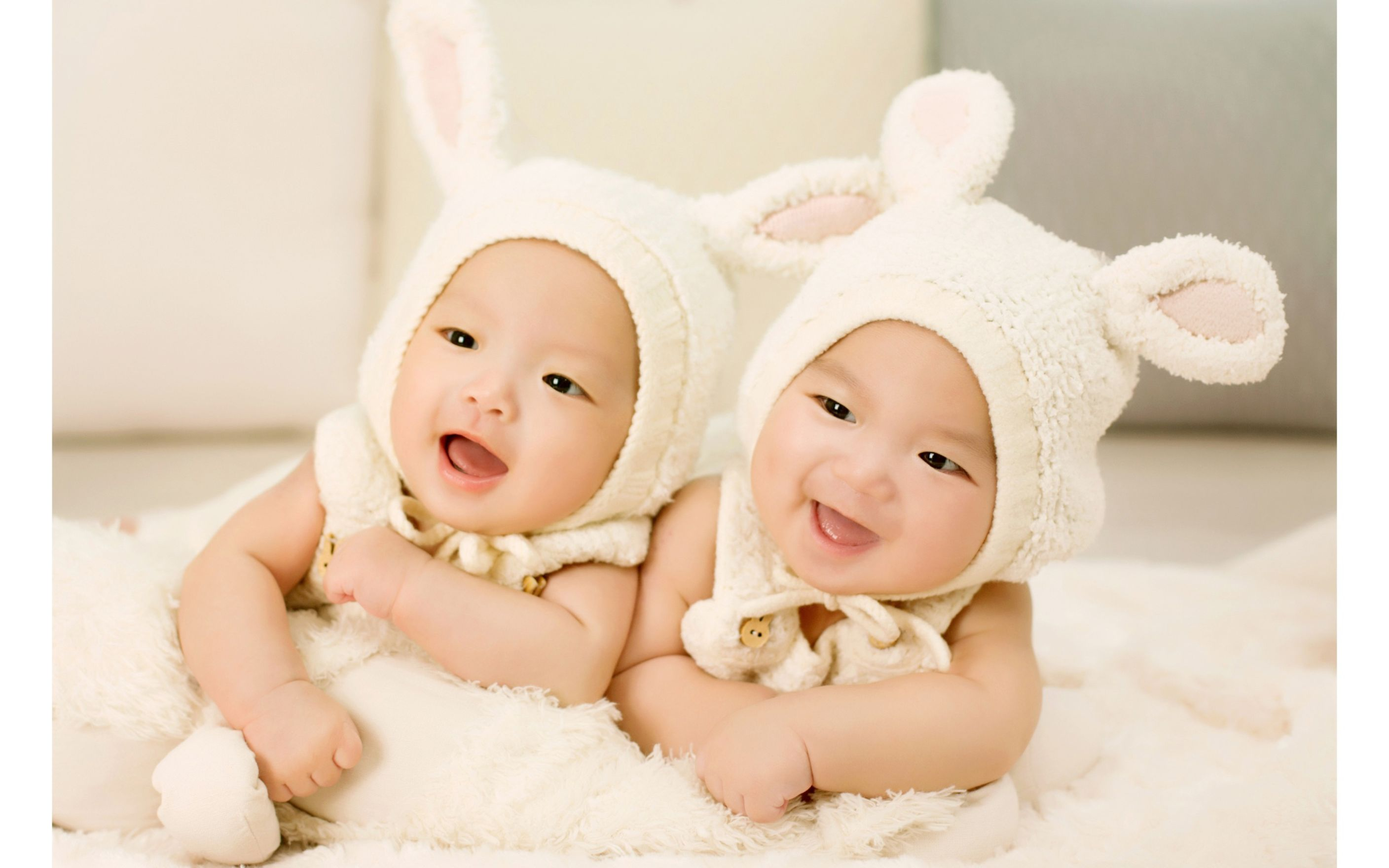 Download free HD Cute Twin Babies Wide Wallpaper, image
