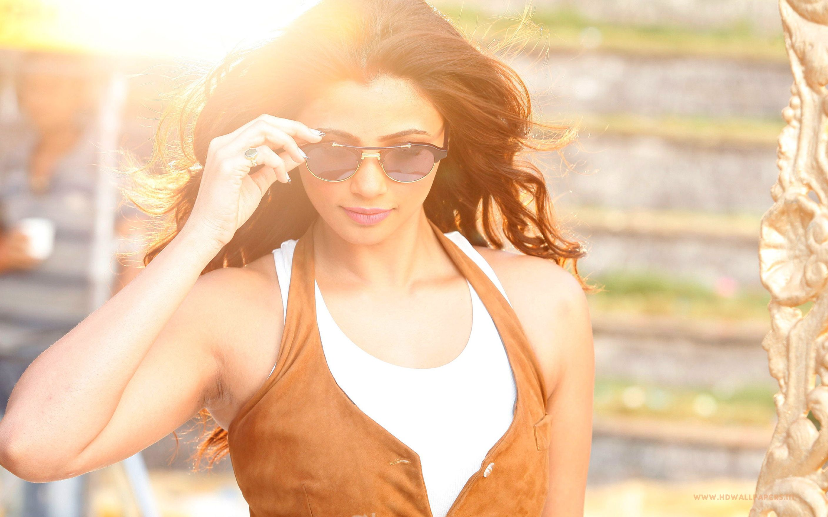 Download free HD Daisy Shah Wide Wallpaper, image