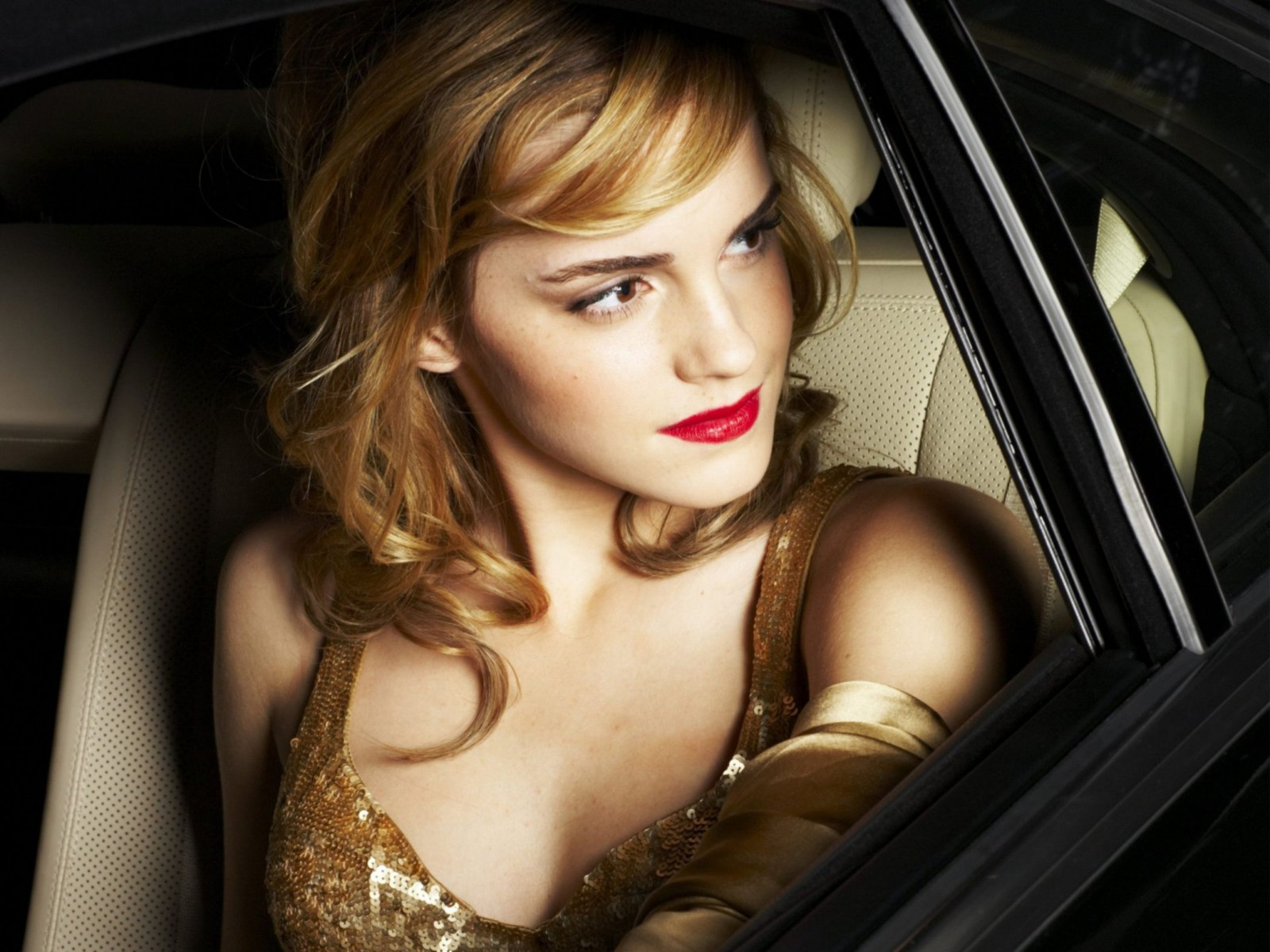 Emma Watson 333 Normal Wallpaper