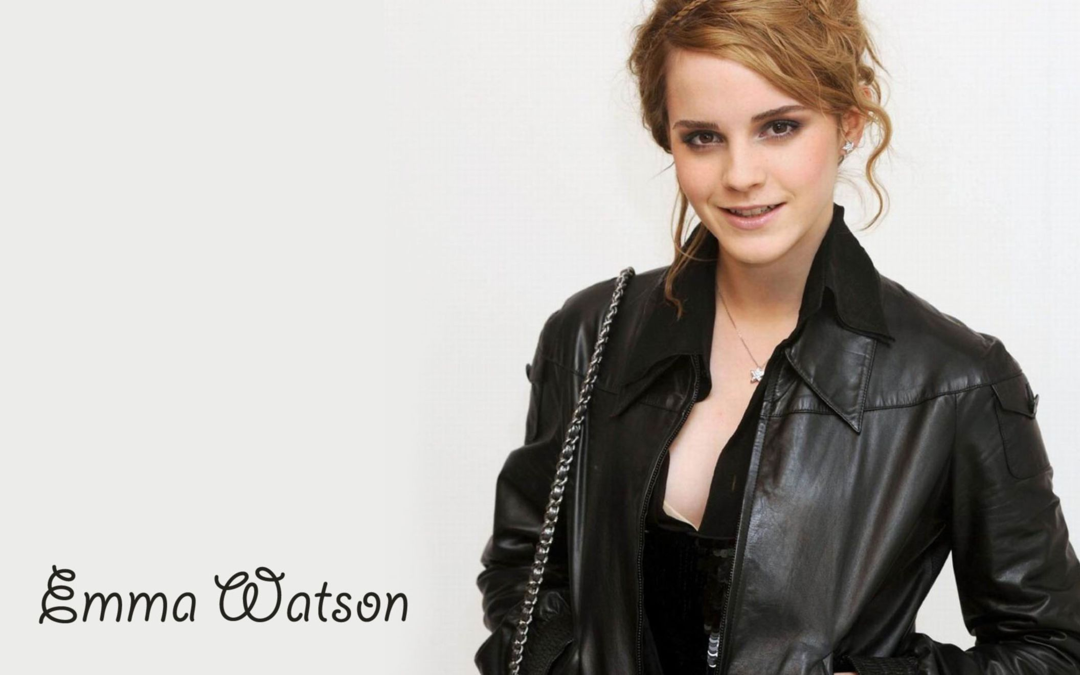 Download free HD Emma Watson in Black Coat HD Wide Wide Wallpaper, image