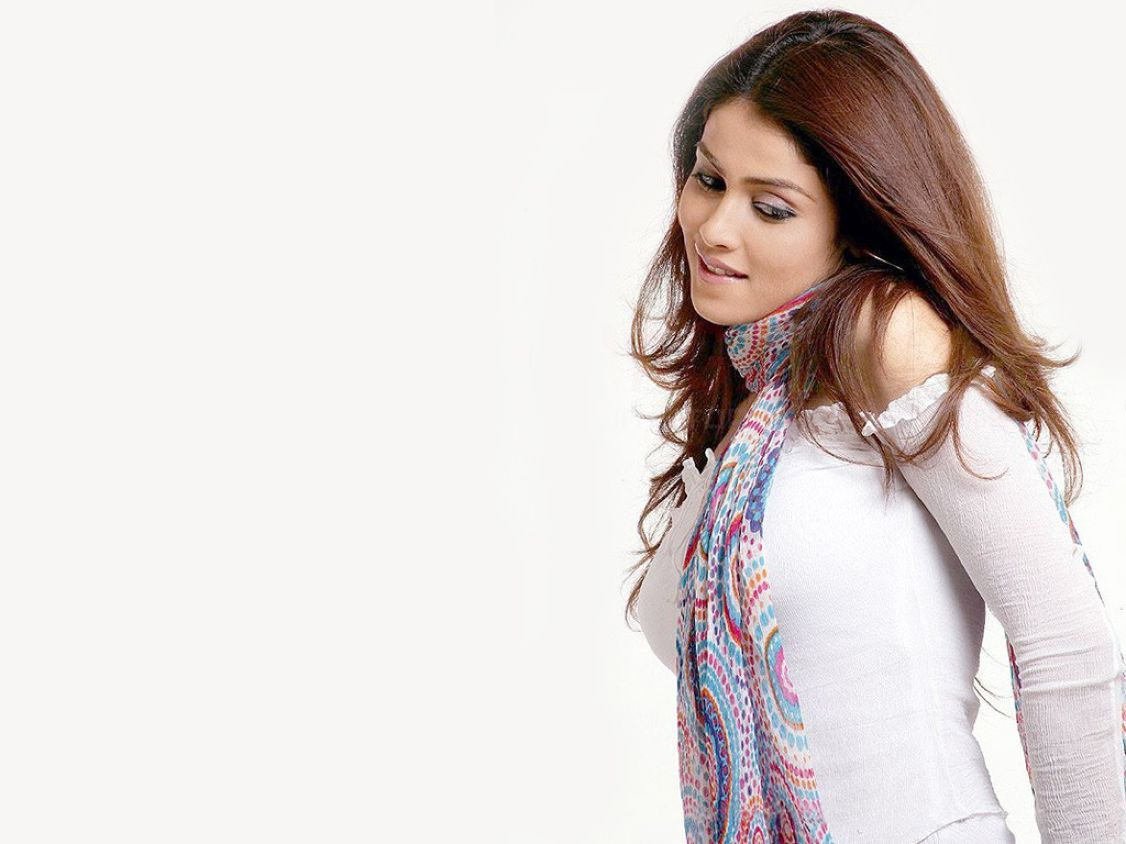 Download free HD Genelia Hq Normal Wallpaper, image