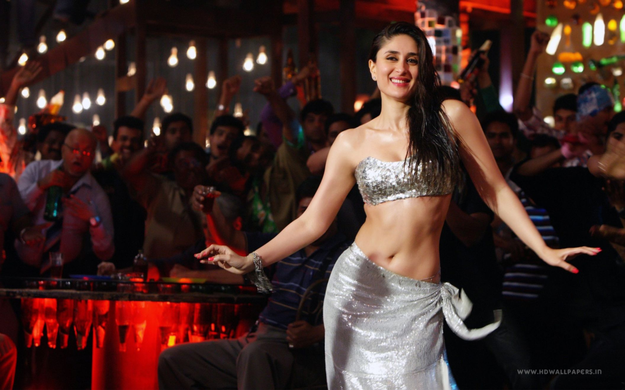 Download free HD Kareena Kapoor Mary Brothers Wide Wallpaper, image