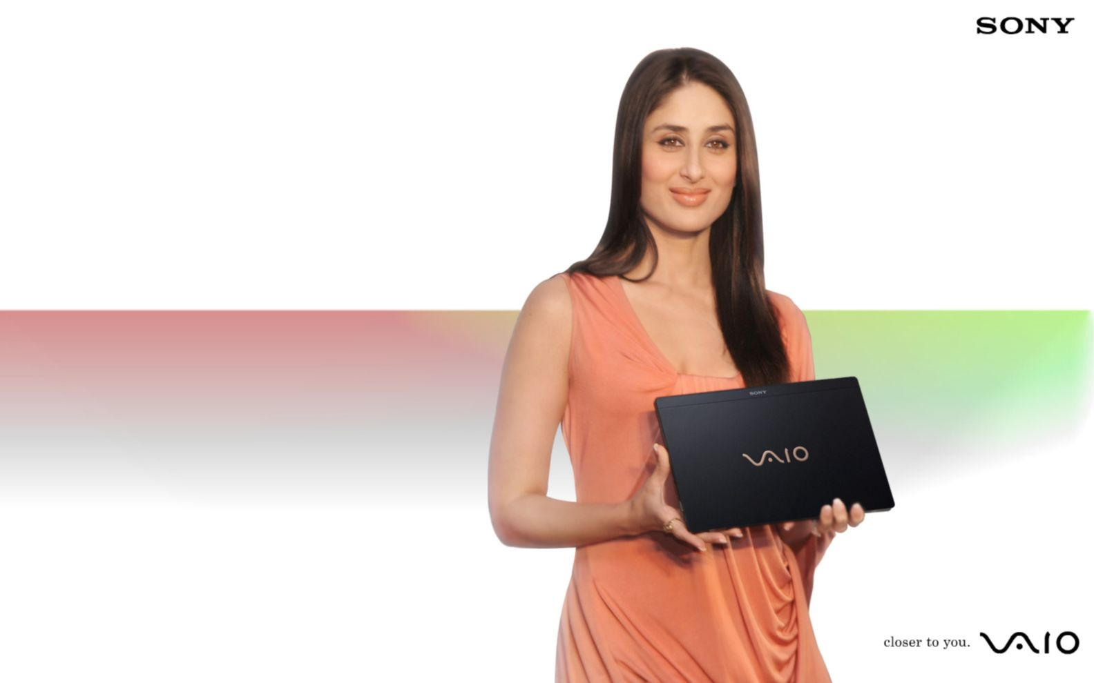 Download free HD Kareena Kapoor Sony Vaio Wide Wallpaper, image