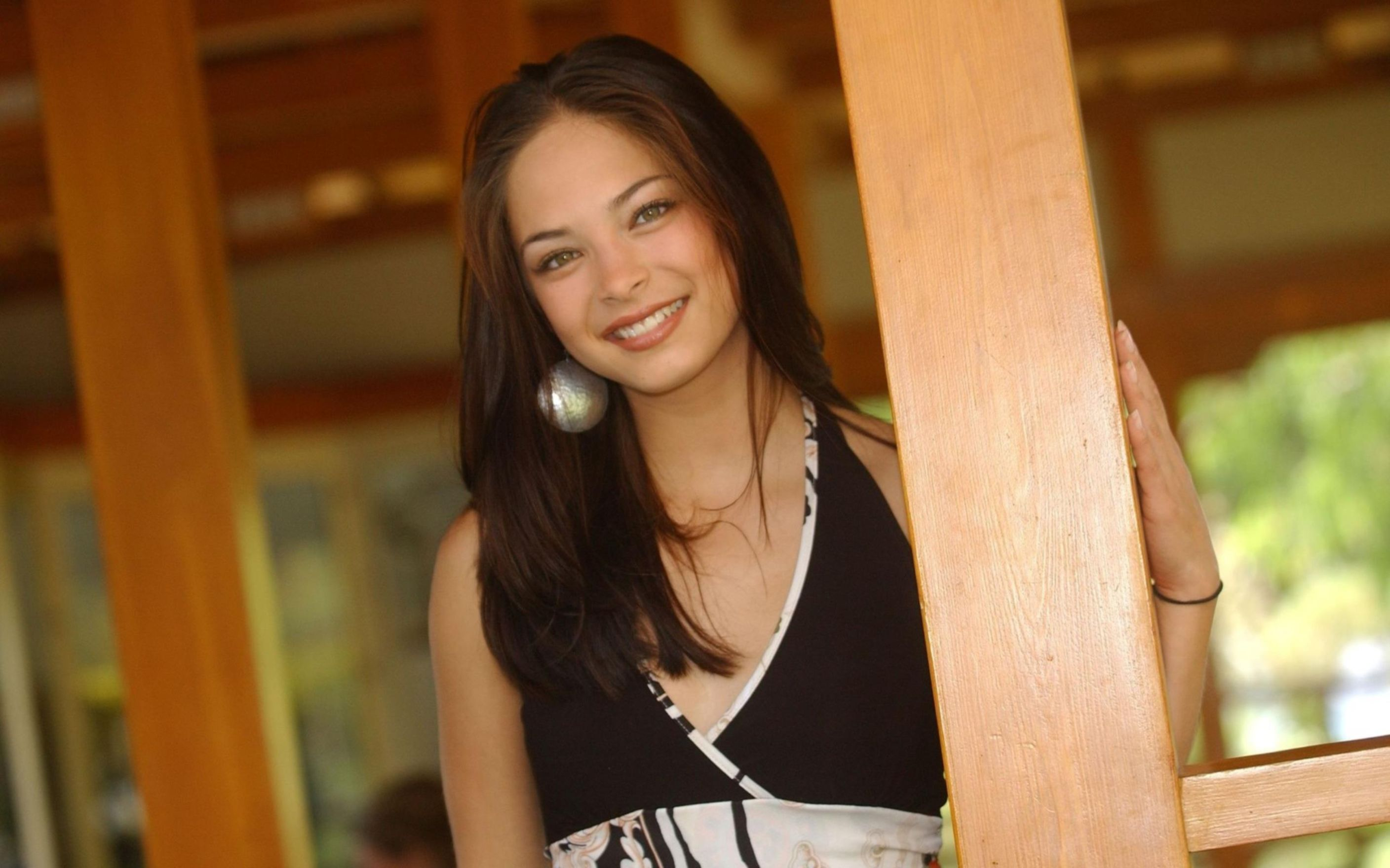 Download free HD Kristin Kreuk Canadian Actress Wallpaper, image