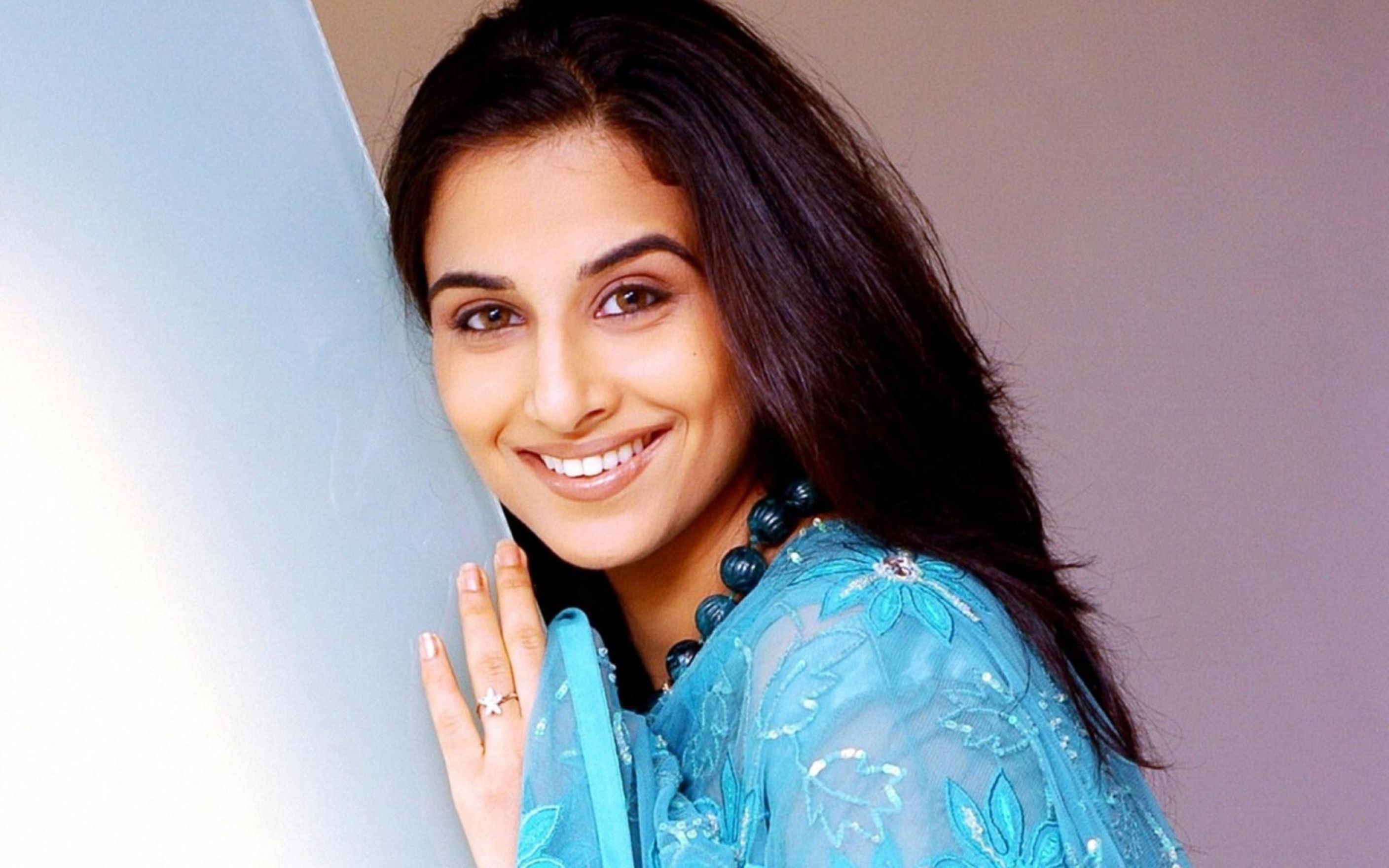 Download free HD Lovely Smile Face Of Indian Actress Vidya Balan Wallpaper, image