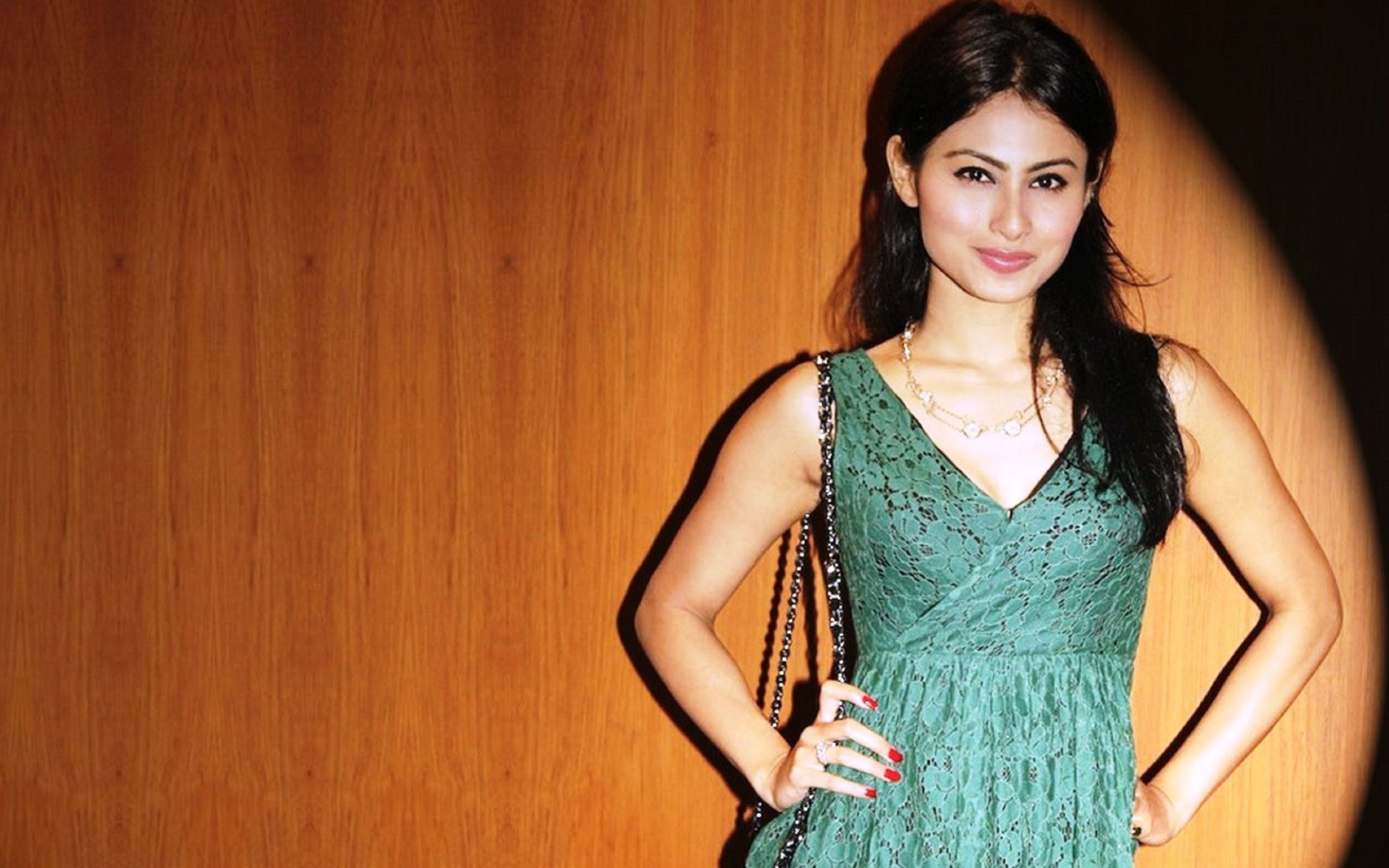 Download free HD Mouni Roy Wallpaper, image