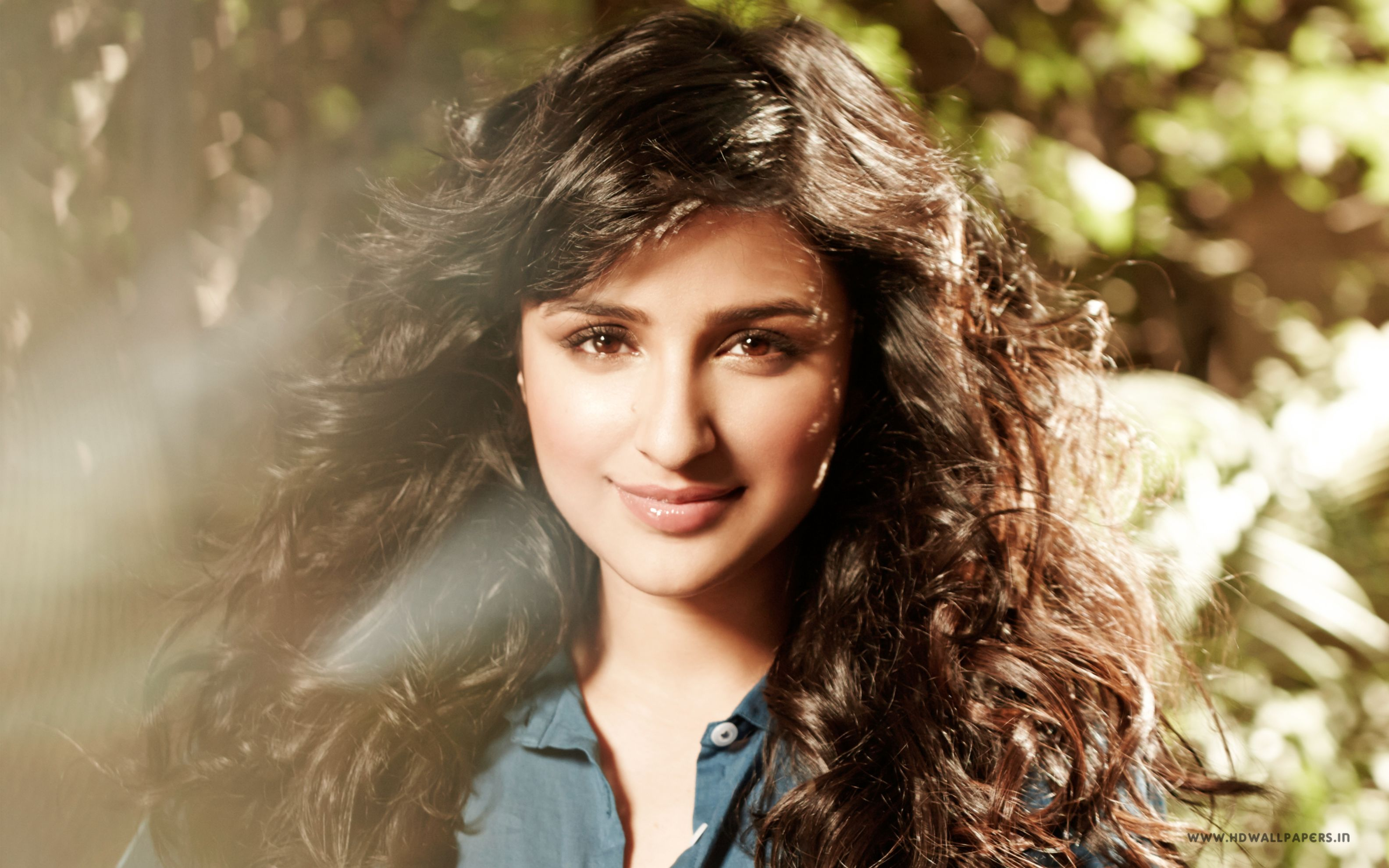 Download free HD Parineeti Chopra 2017 Wide Wallpaper, image
