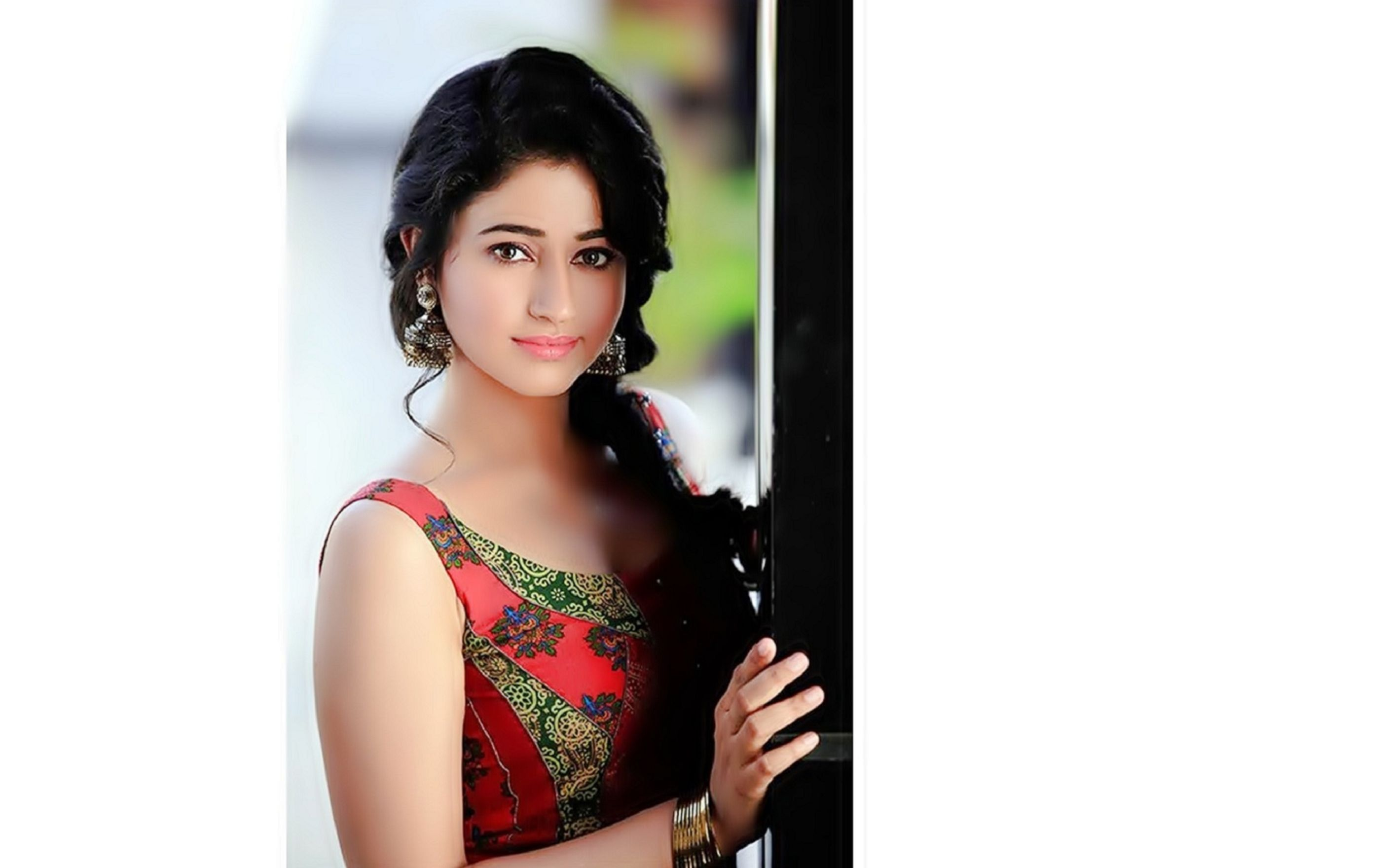 Download free HD Poonam Bajwa Wallpaper, image