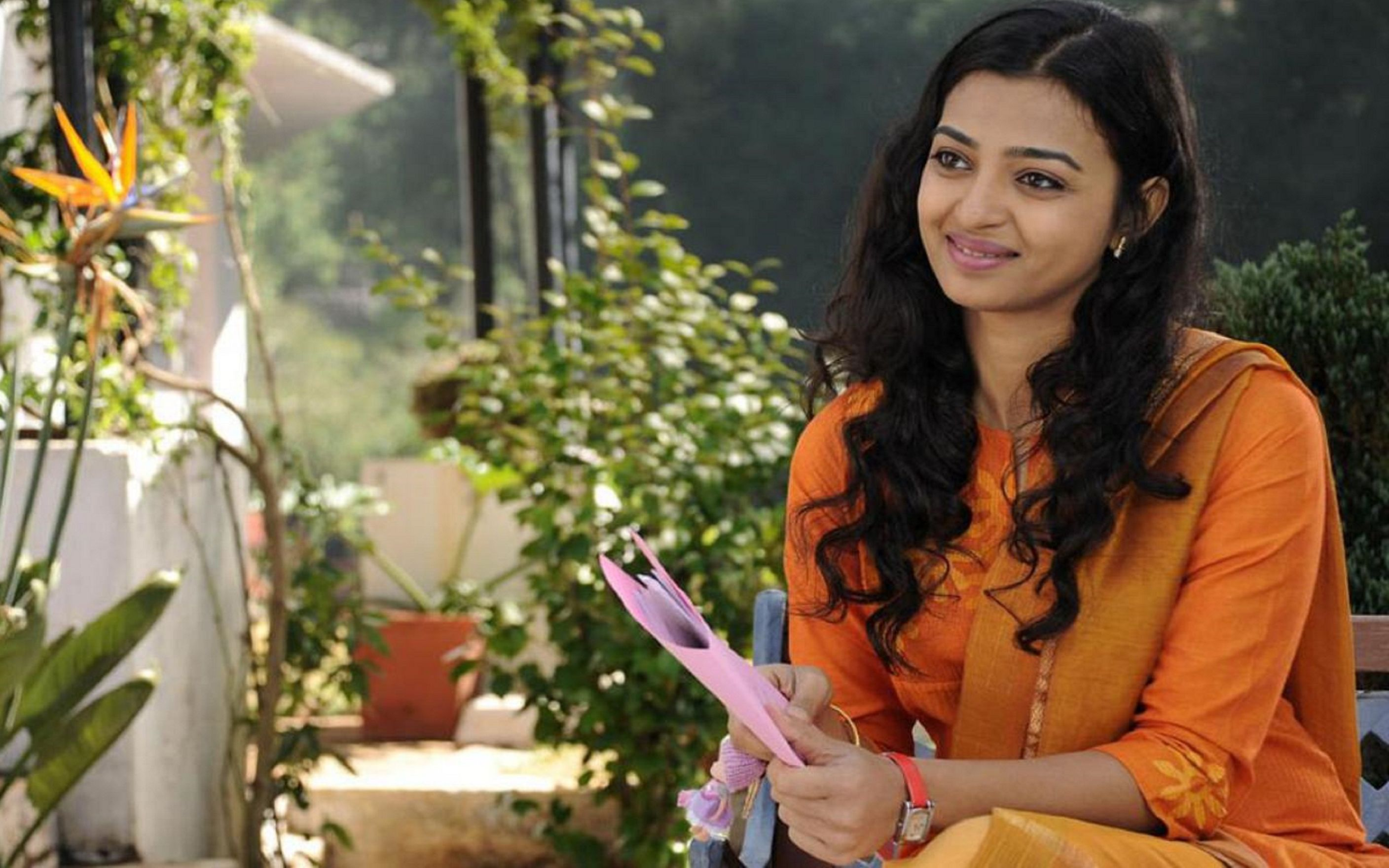 Download free HD Radhika Apte Beautiful HD Wallpaper, image