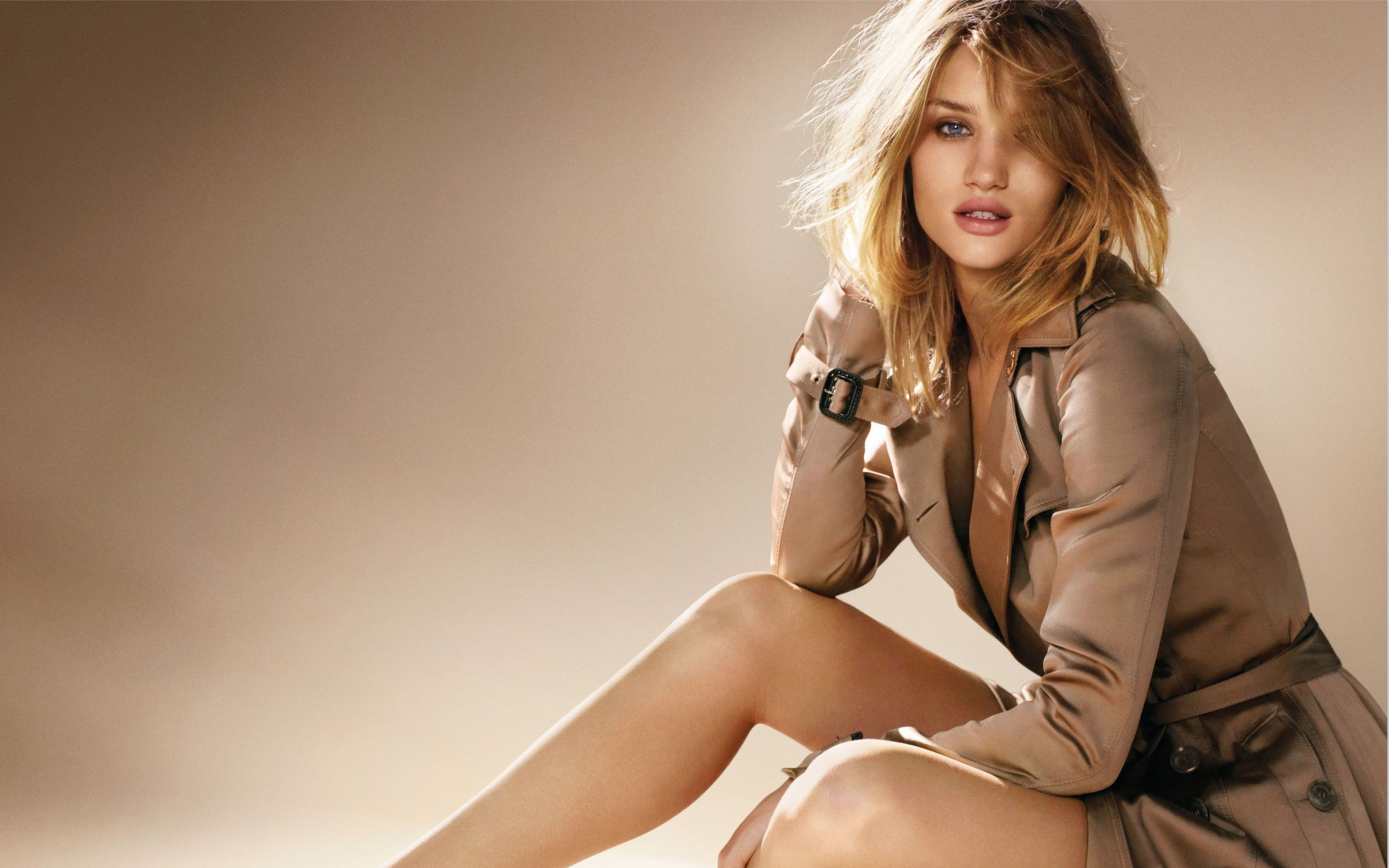 Download free HD Rosie Huntington Whiteley 2016 Wide Wallpaper, image