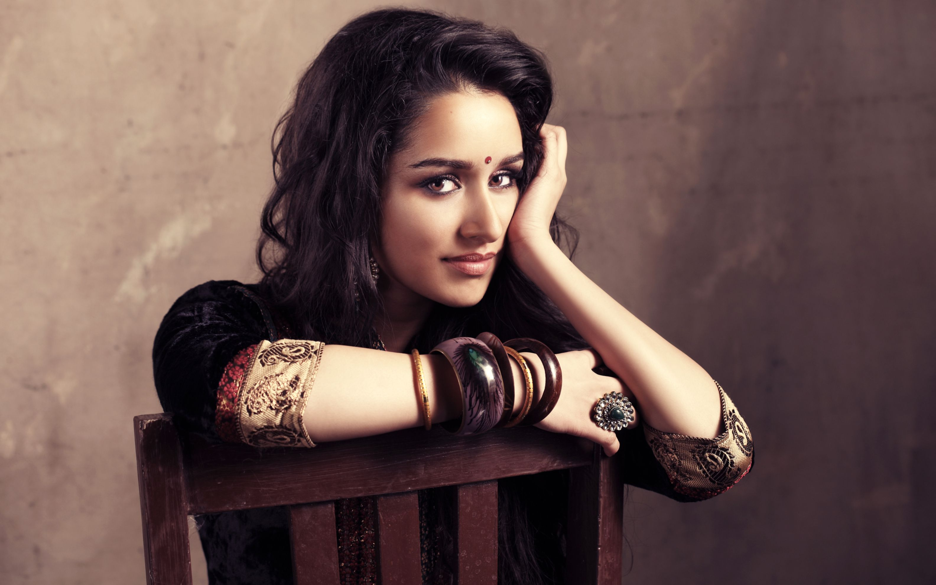 Download free HD Shraddha Kapoor Wide Wallpaper, image