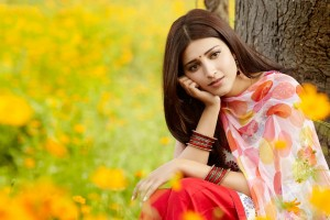 Download Shruti Haasan In Flower Field Wallpaper Free Wallpaper on dailyhdwallpaper.com