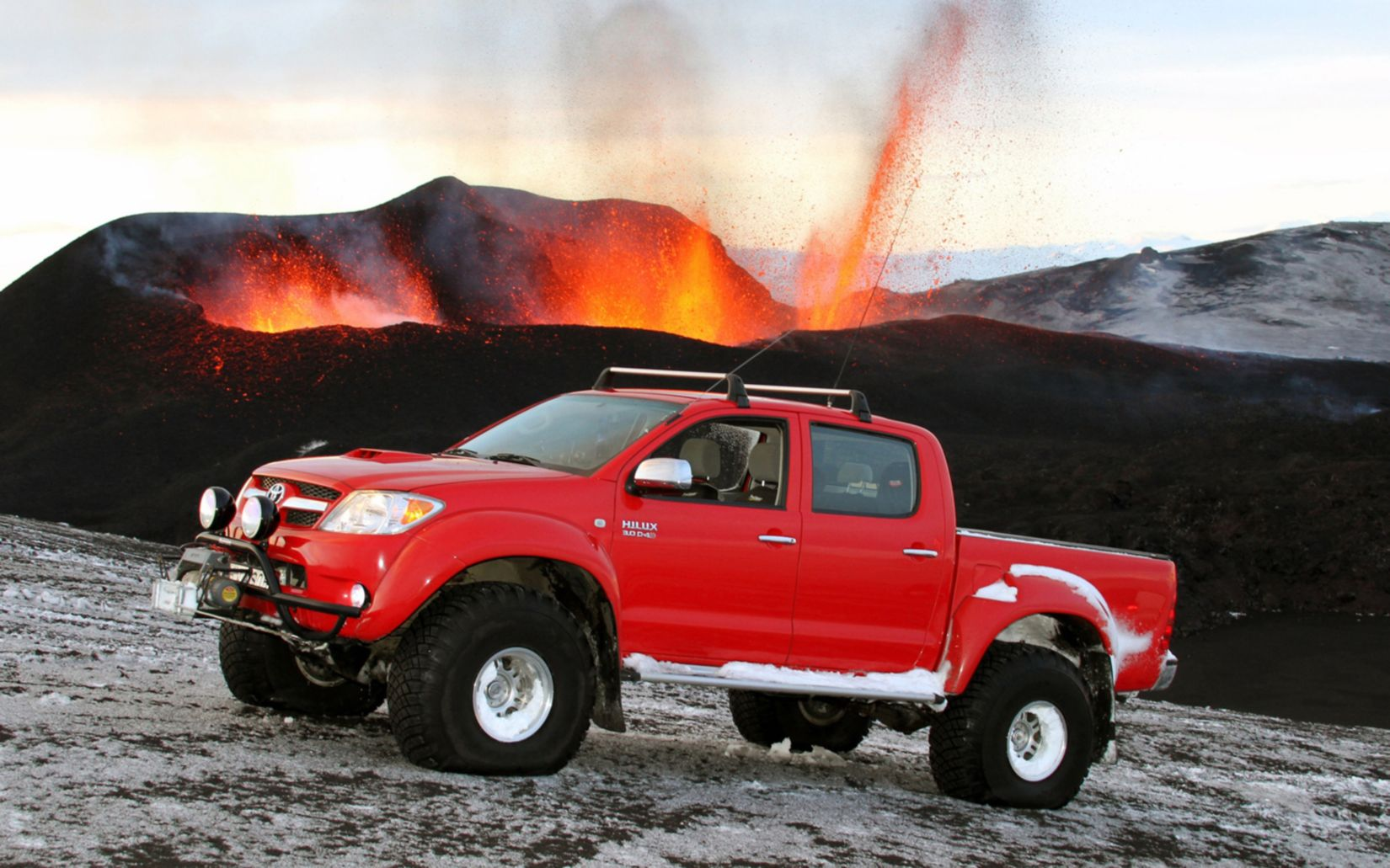 Download free HD Small Pickup Trucks Toyota 2014 Wallpaper, image