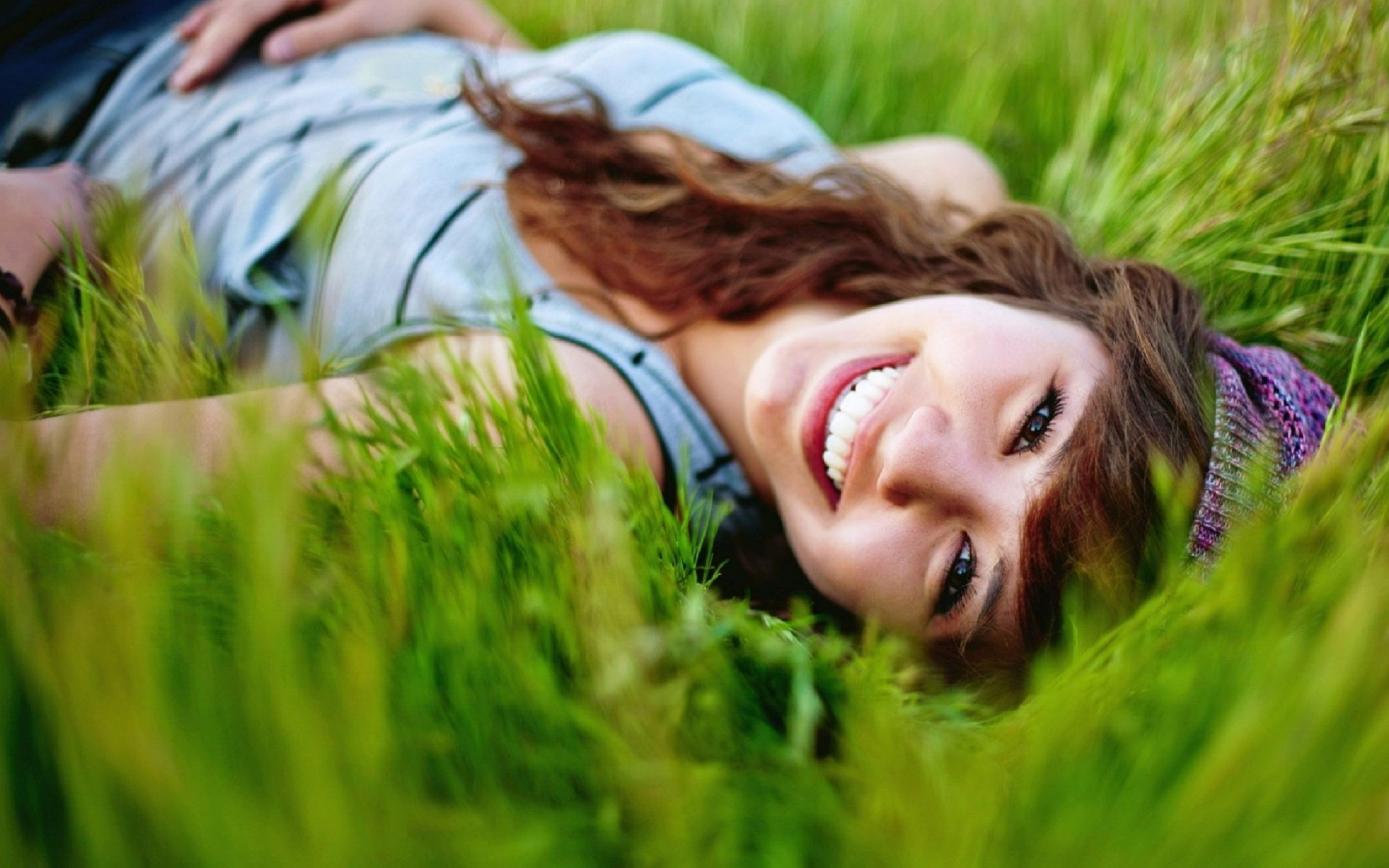 Download free HD Smiling Girl In Grass Wallpaper, image