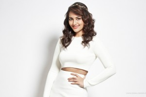 Download Sonakshi Sinha 2016 Wide Wallpaper Free Wallpaper on dailyhdwallpaper.com