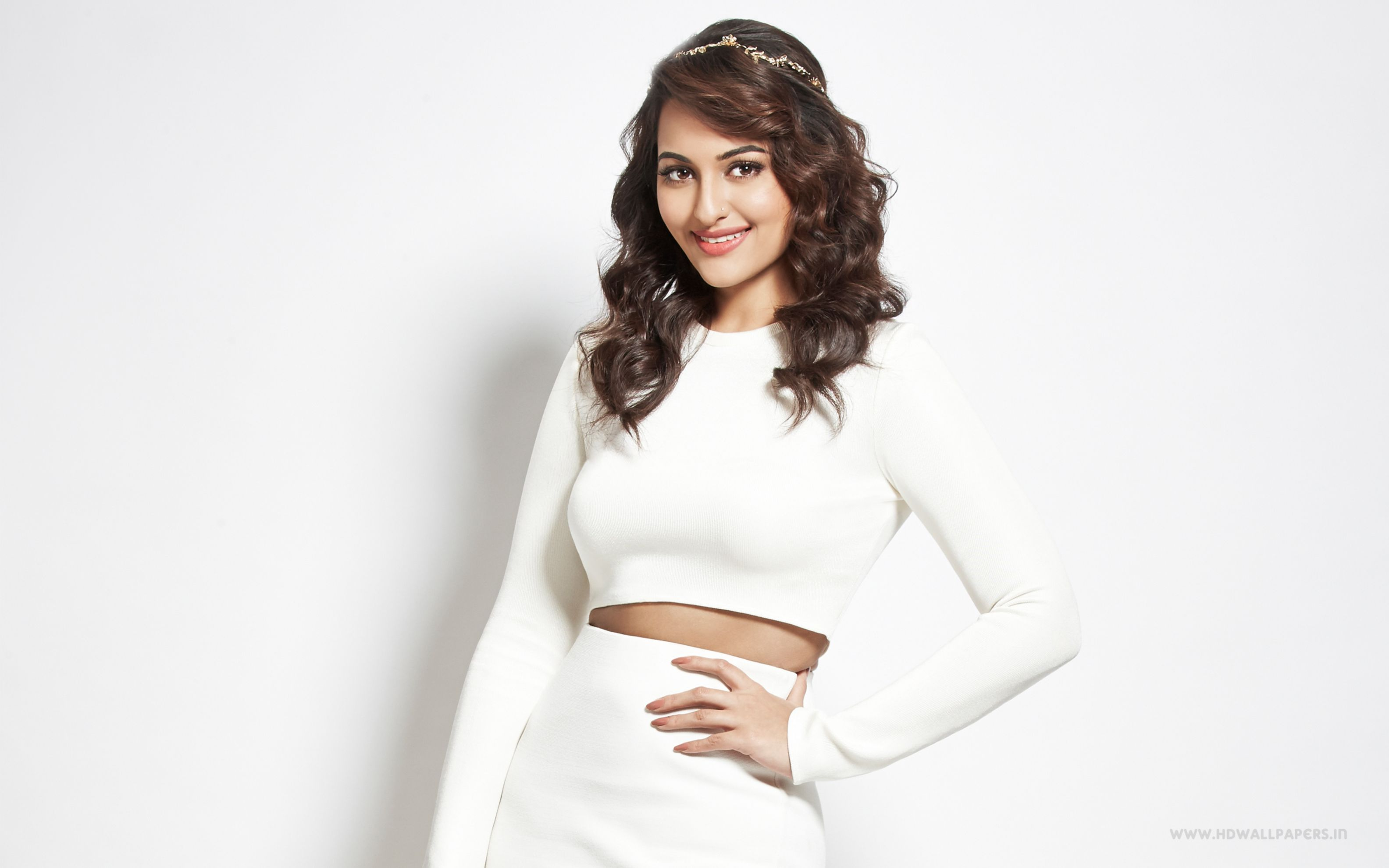 Download free HD Sonakshi Sinha 2016 Wide Wallpaper, image