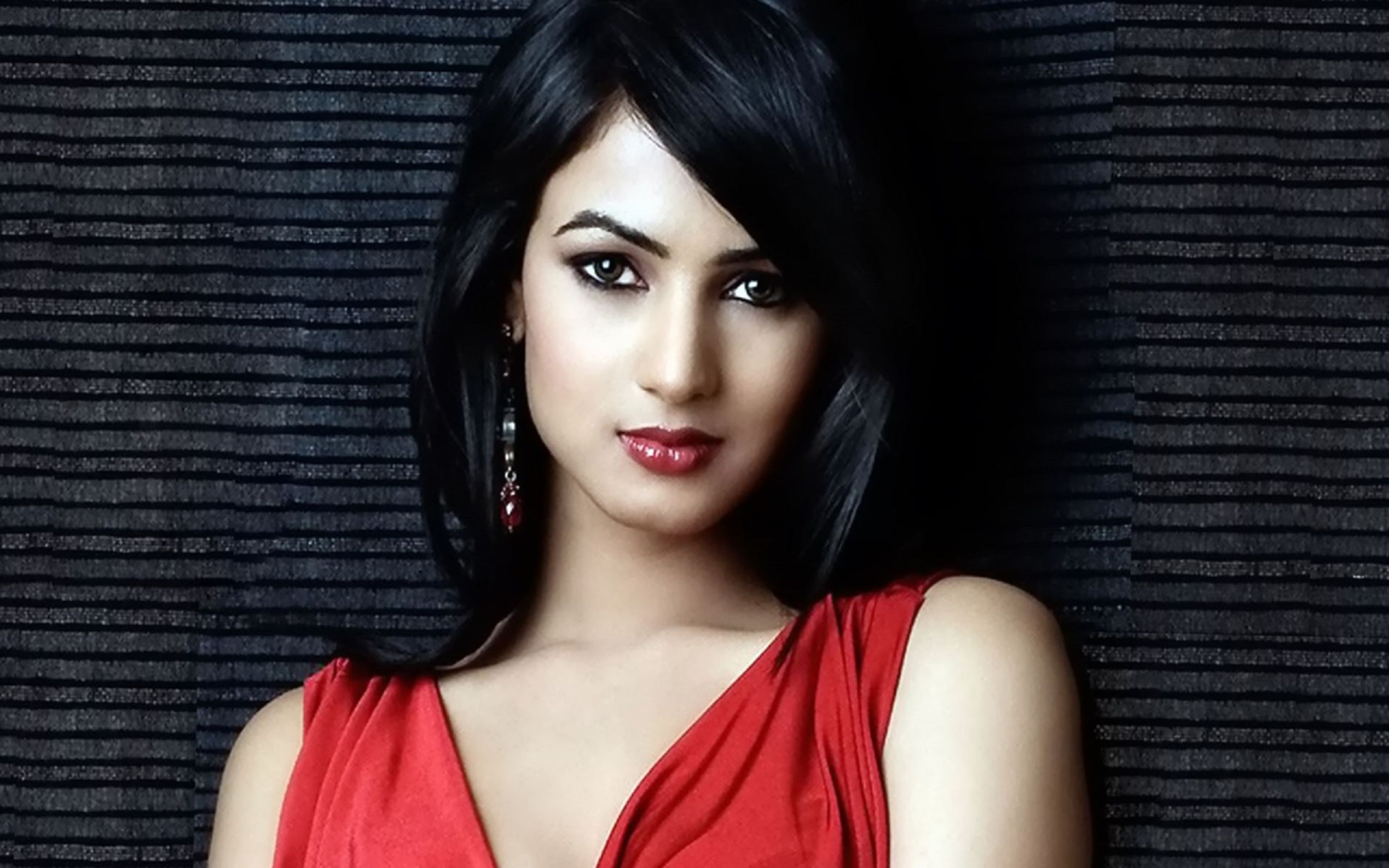 Download free HD Sonal Chauhan Widescreen Wallpaper, image