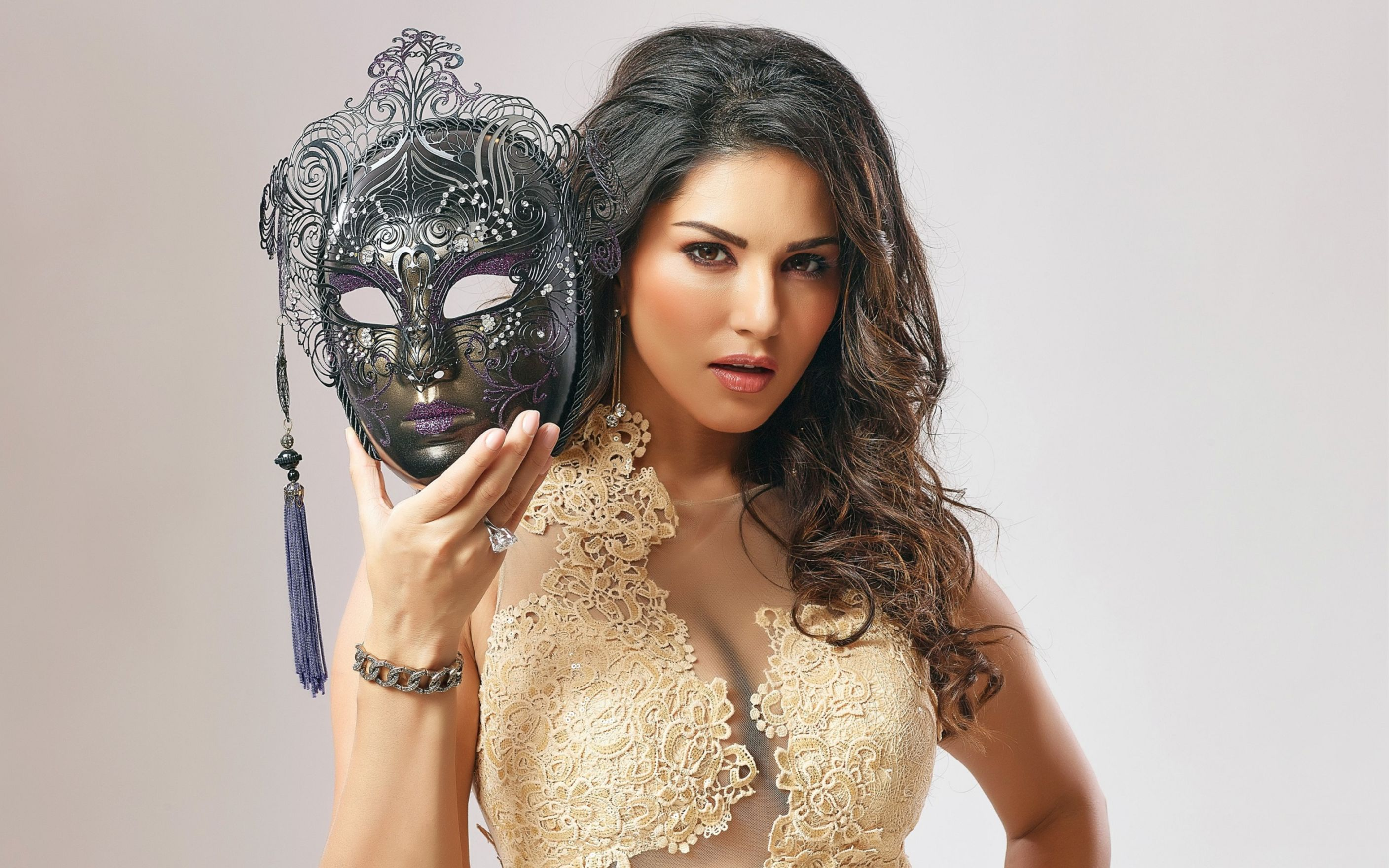 Download free HD Sunny Leone Amazing Wallpaper, image