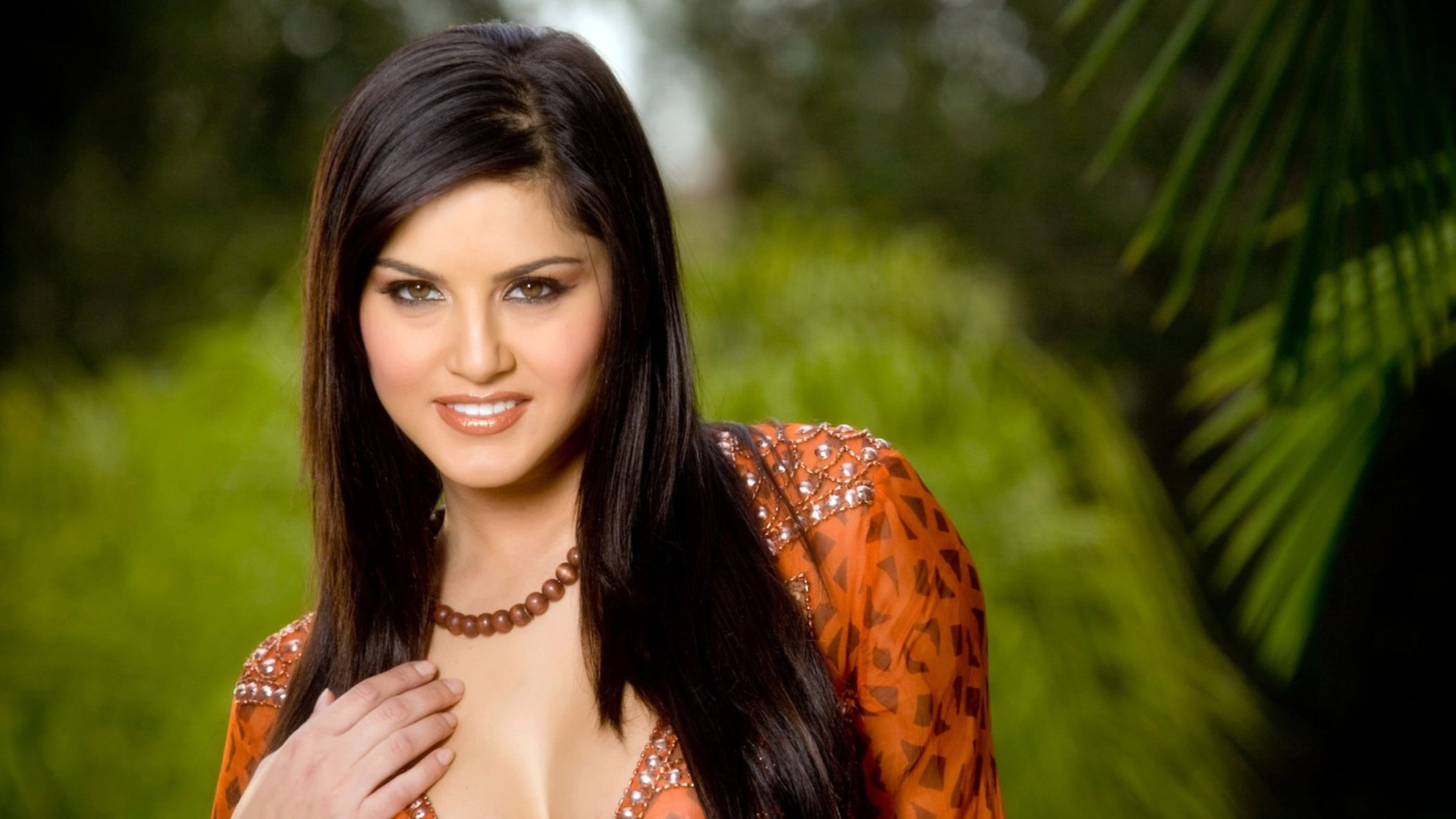Download free HD Sunny Leone New HD Wallpaper, image