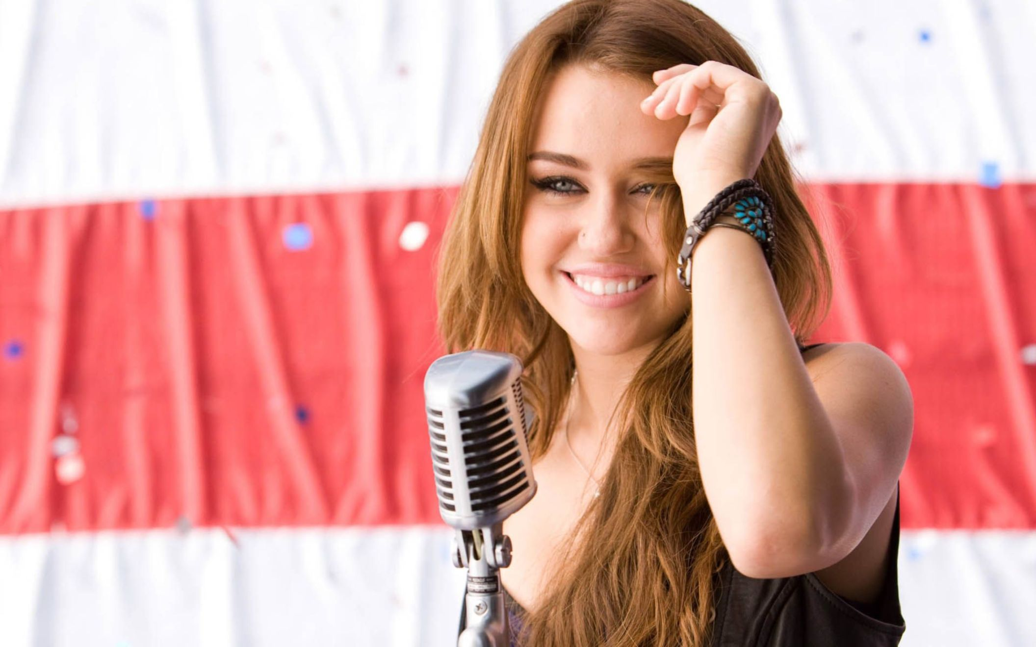 Download free HD Sweet Smile Miley Cyrus HD Wallpaper, image