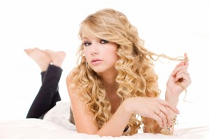 Download Taylor Swift Photoshoot Wide Wallpaper Free Wallpaper on dailyhdwallpaper.com