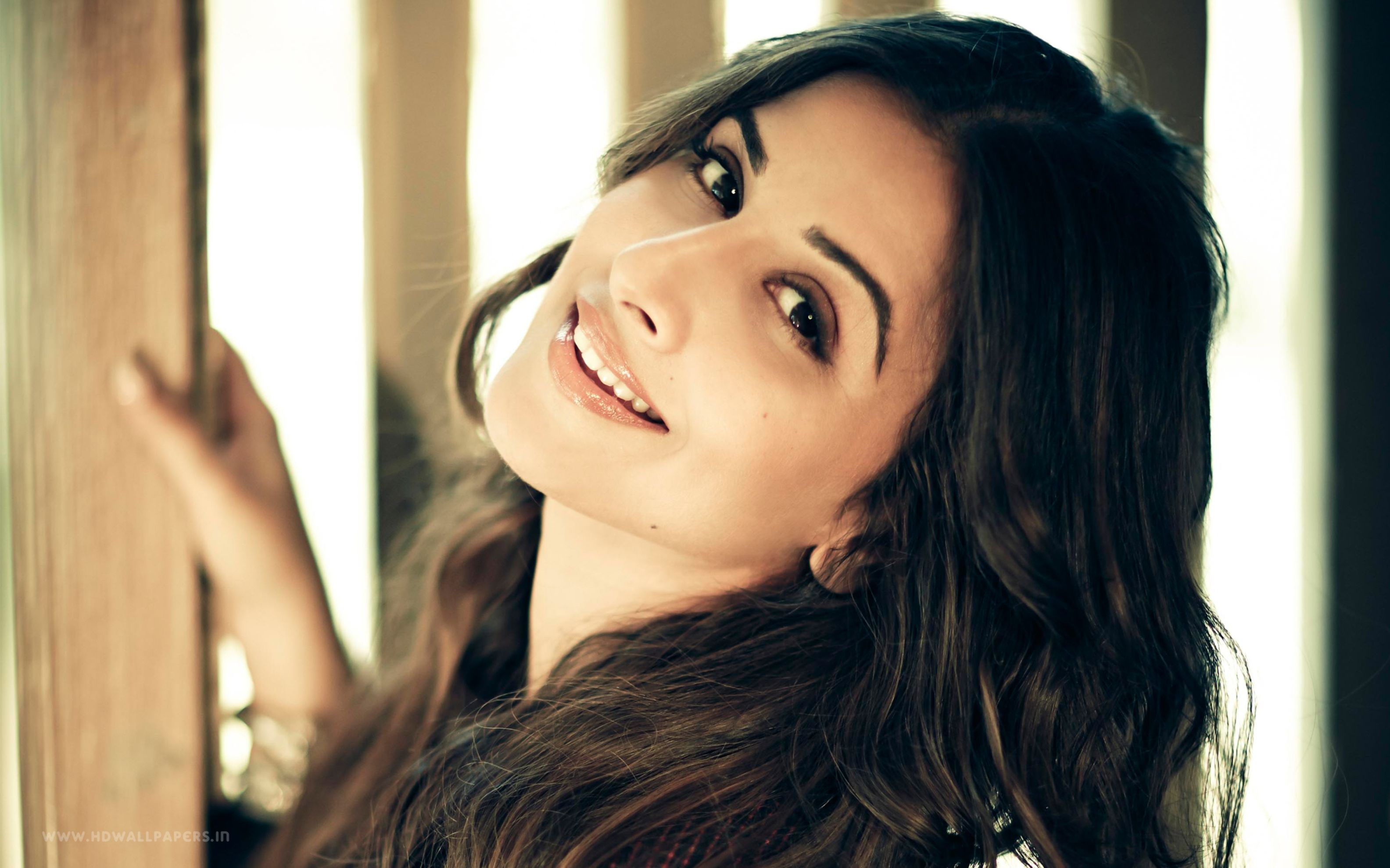 Download free HD Vidya Balan 2016 Wide Wallpaper, image