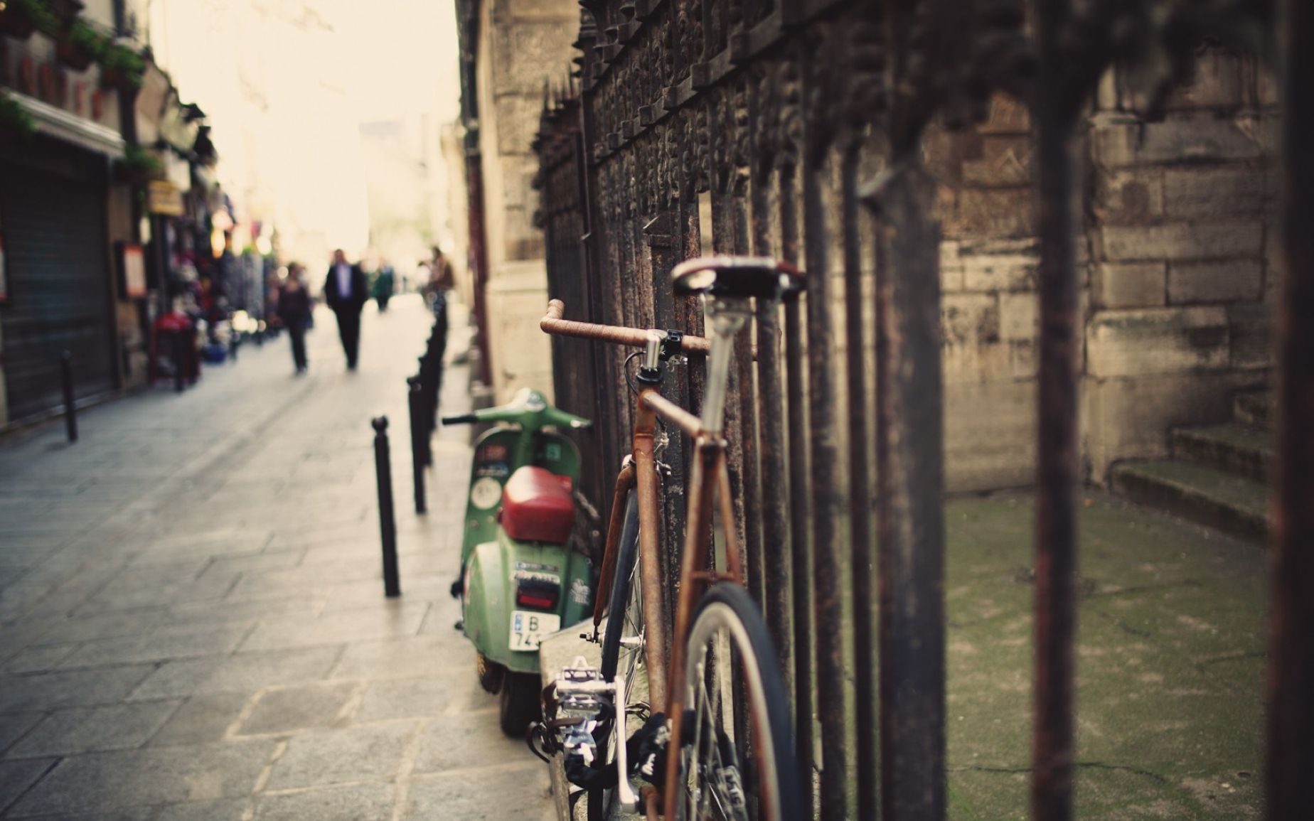 Download free HD Vintage City Photography Bicycle Wallpaper, image